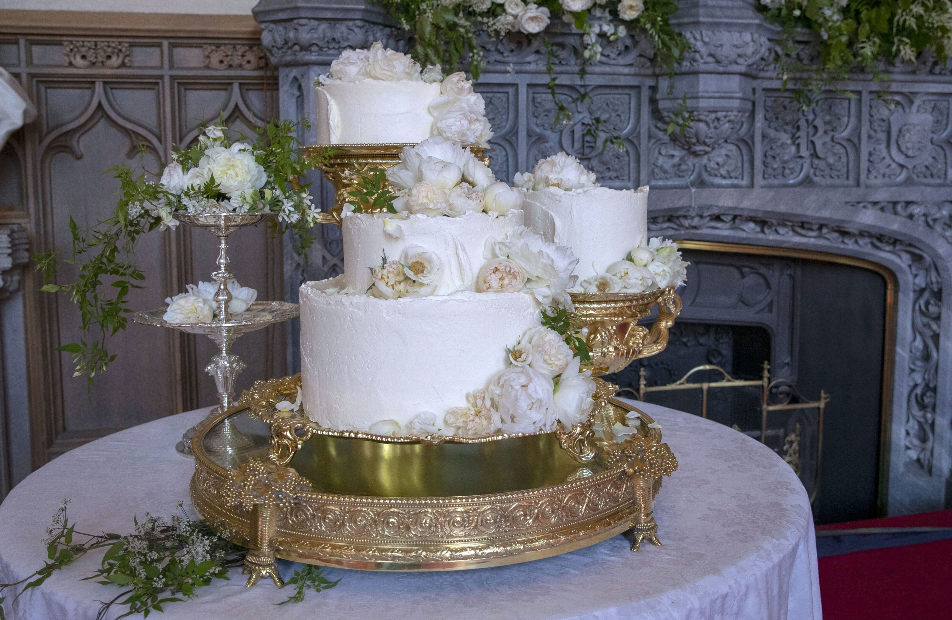 Here is what that Royal Wedding Cake looked like in the end