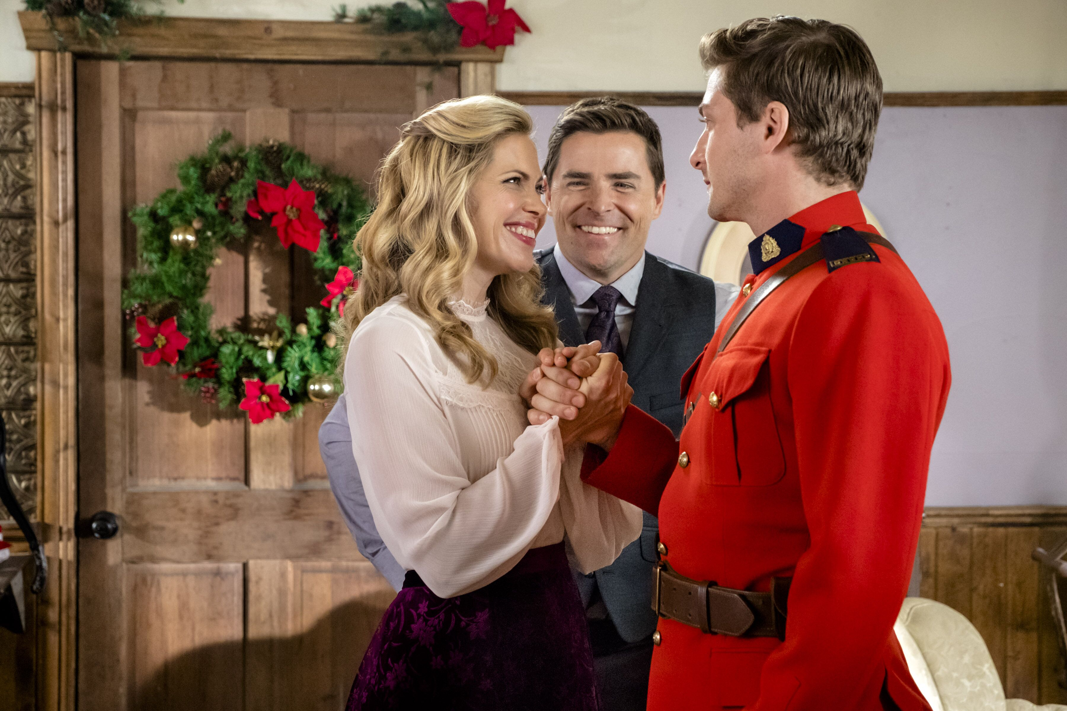 The Christmas Parade Hallmark.When Calls The Heart The Christmas Wishing Tree Advanced Preview