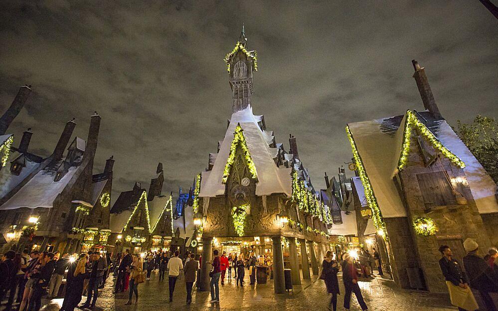Wizarding World of Harry Potter Christmas light show adds snowfall