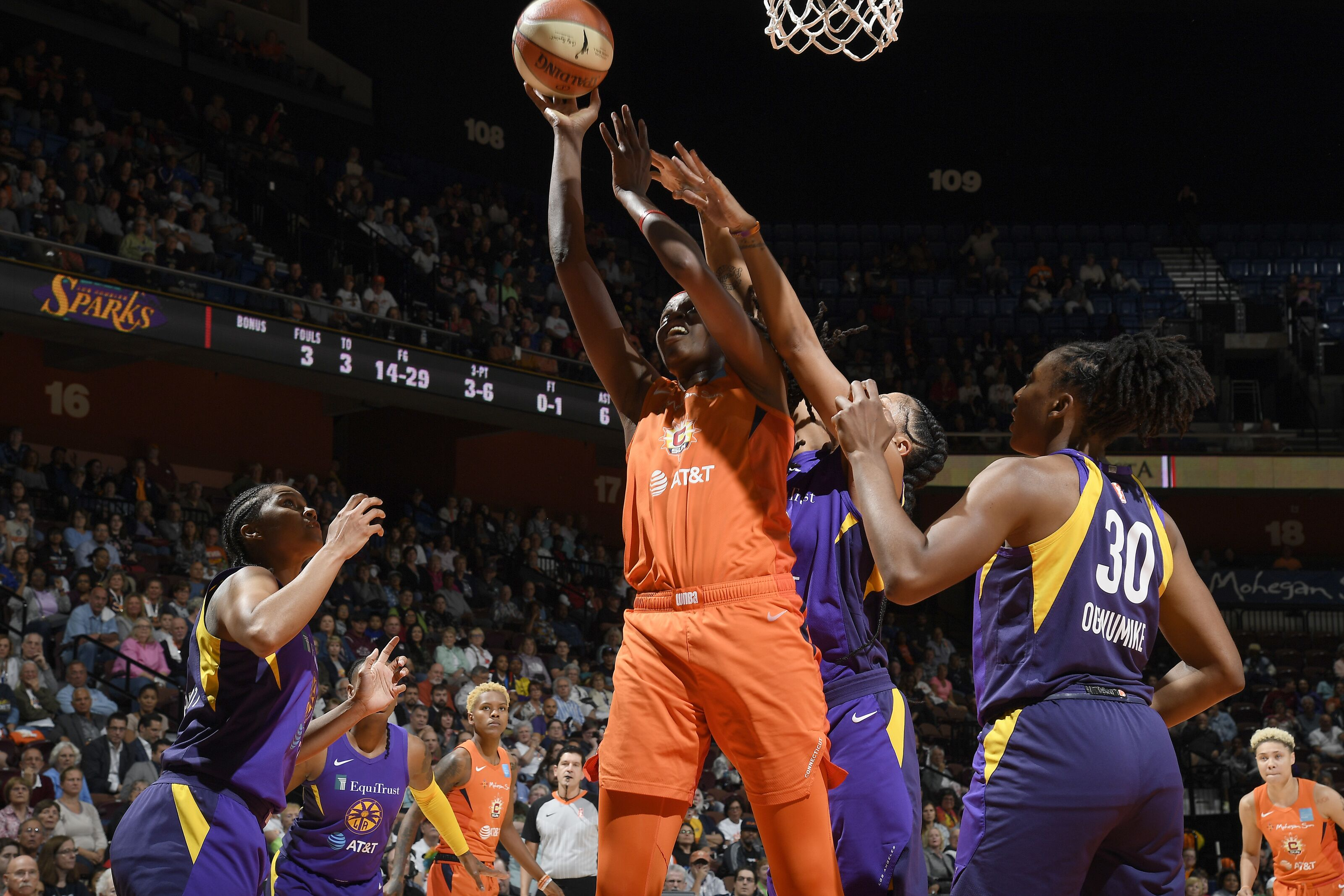 Takeaways: Connecticut Sun beat Los Angeles Sparks, take 2-0 series lead