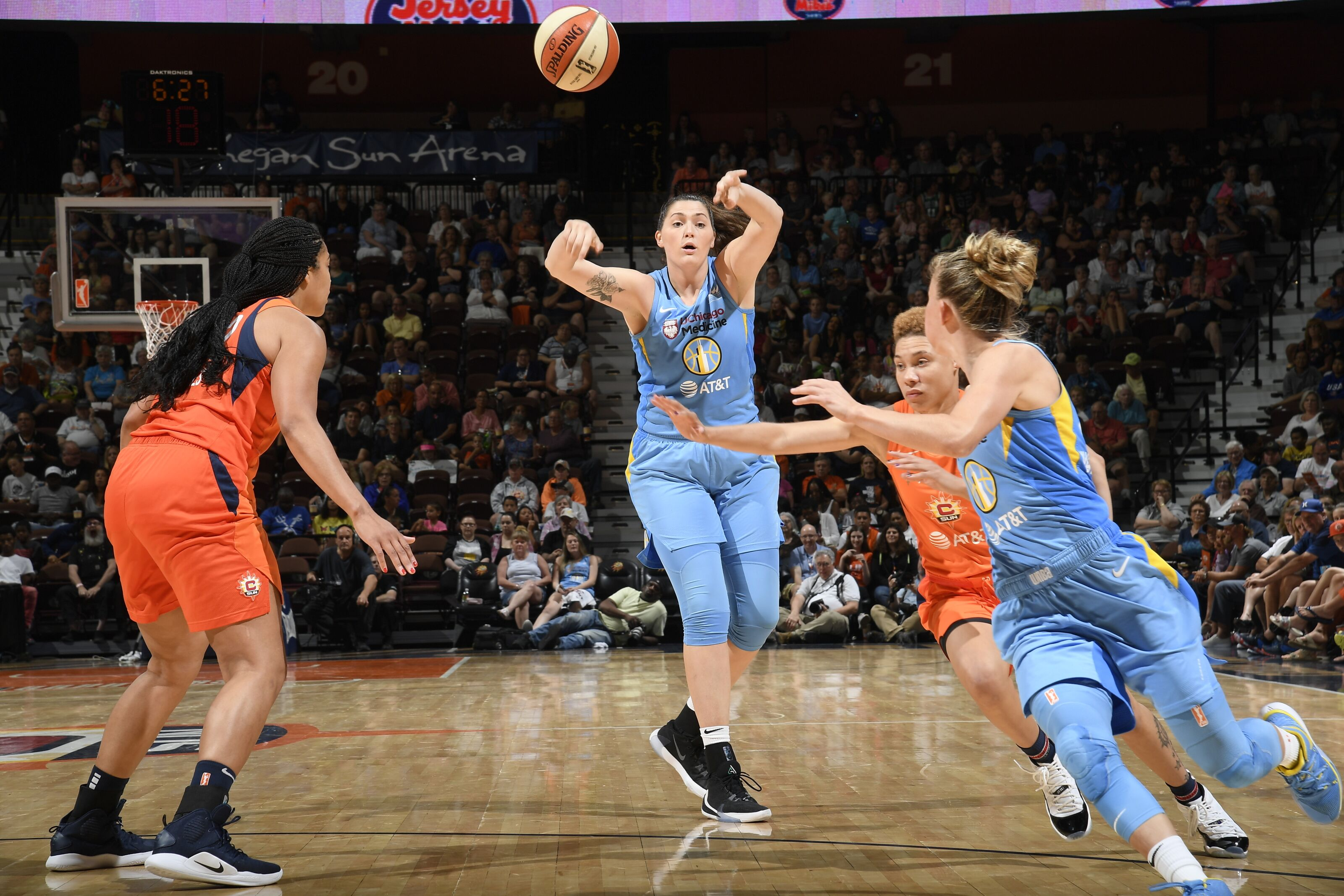 Stefanie Dolson and the art of the outlet pass