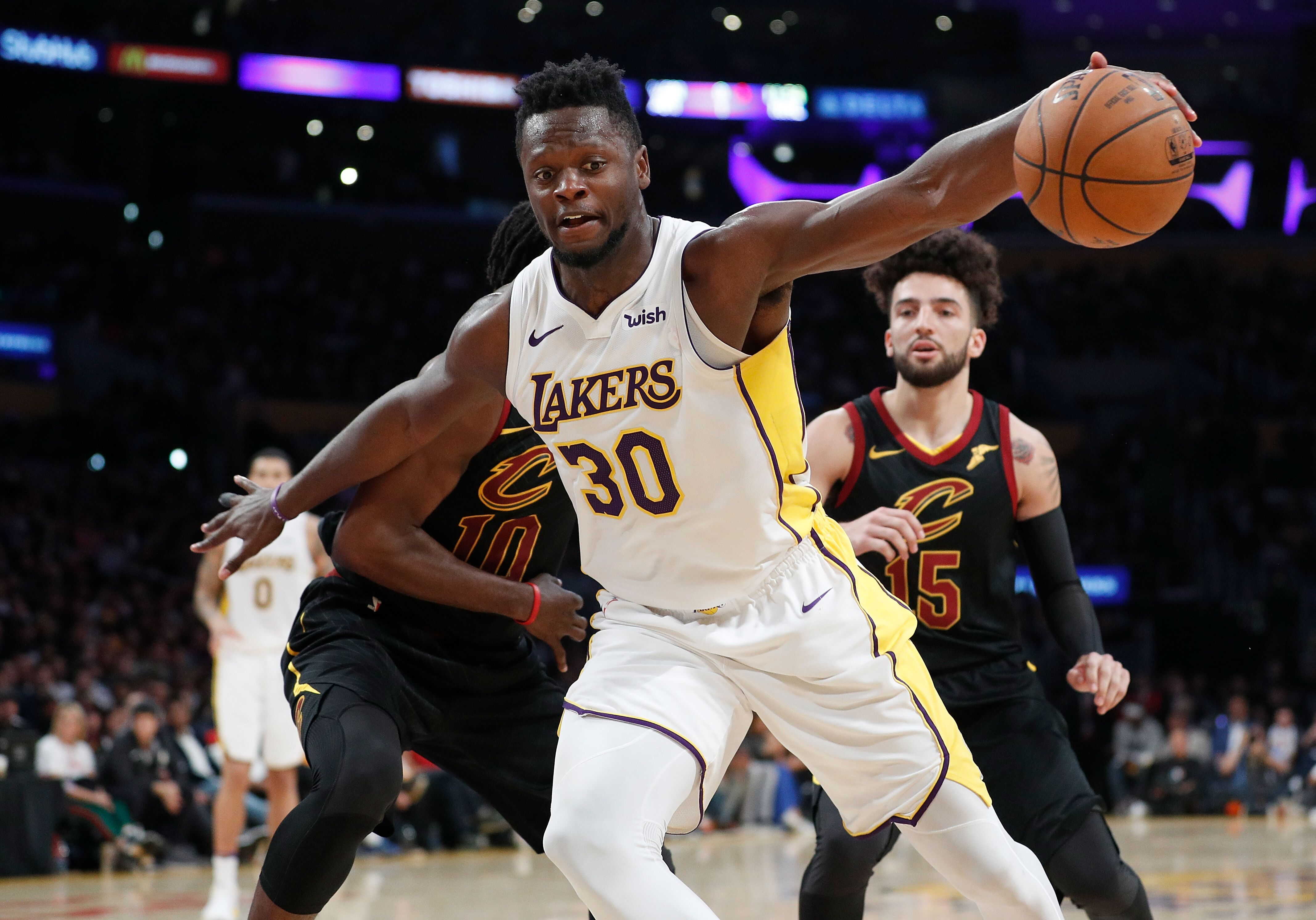 930684730-cleveland-cavaliers-v-los-angeles-lakers.jpg