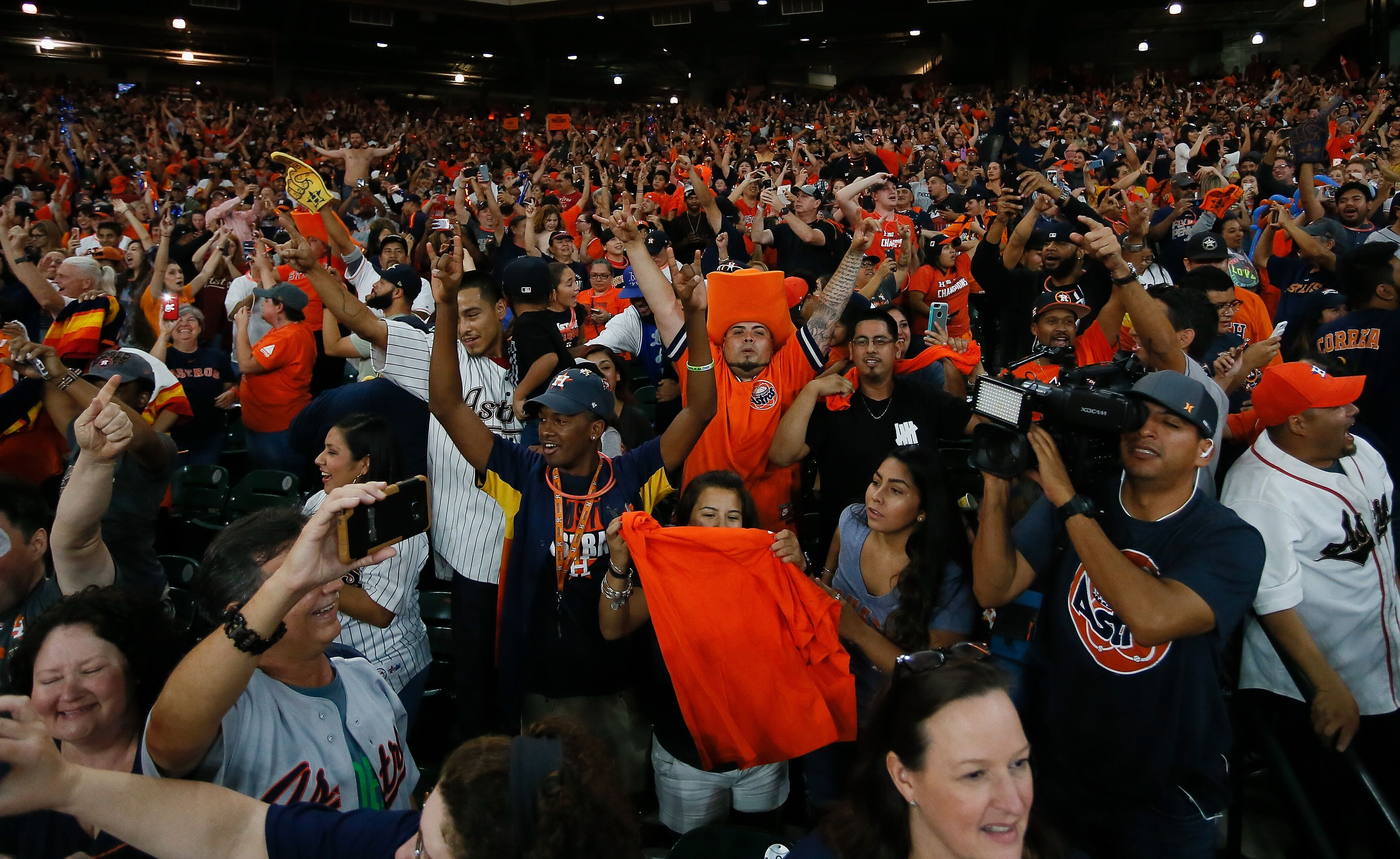 869209388-houston-astros-world-series-watch-party.jpg