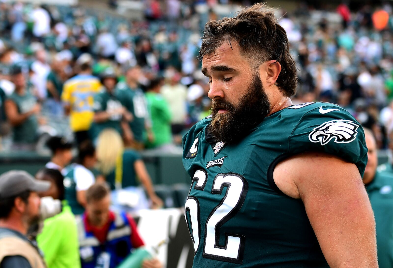 Philadelphia Eagles: Jason Kelce goes to war for Carson Wentz on-air