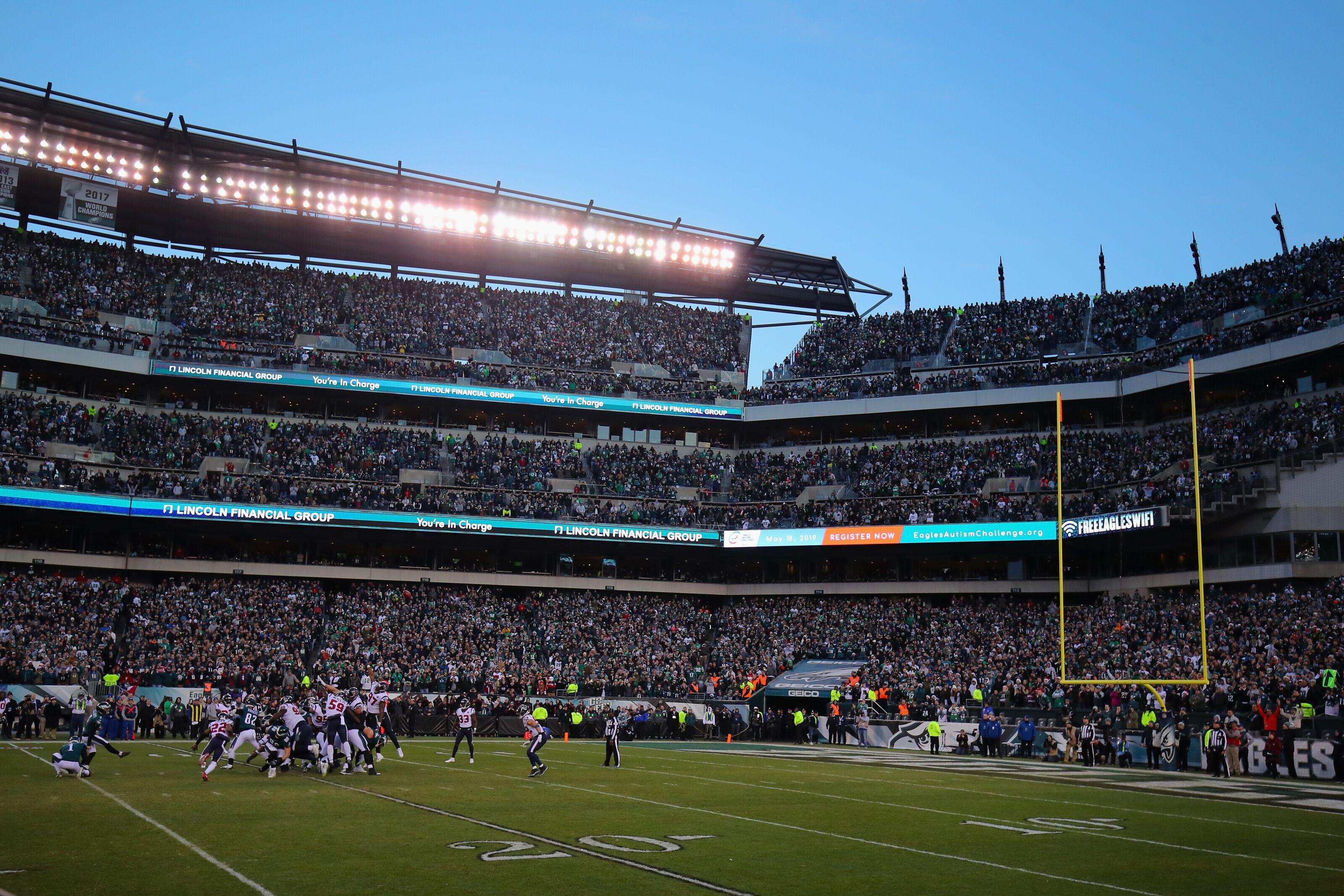 Local artist showcases talent at 2nd annual Philadelphia Eagles Autism Challenge
