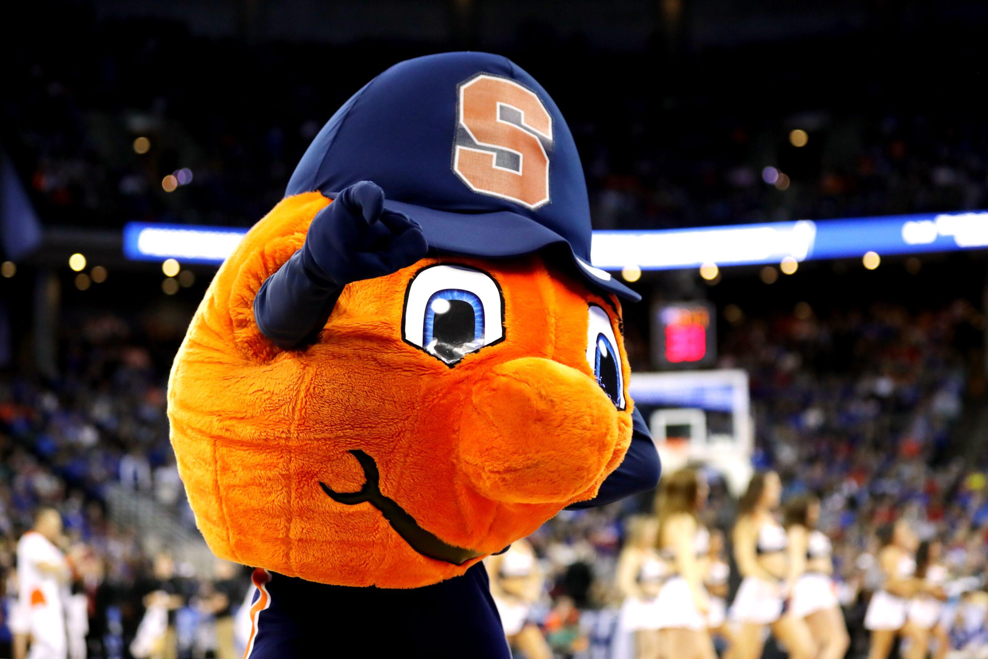 Syracuse Basketball: 2022 7-footer Donovan Clingan receives