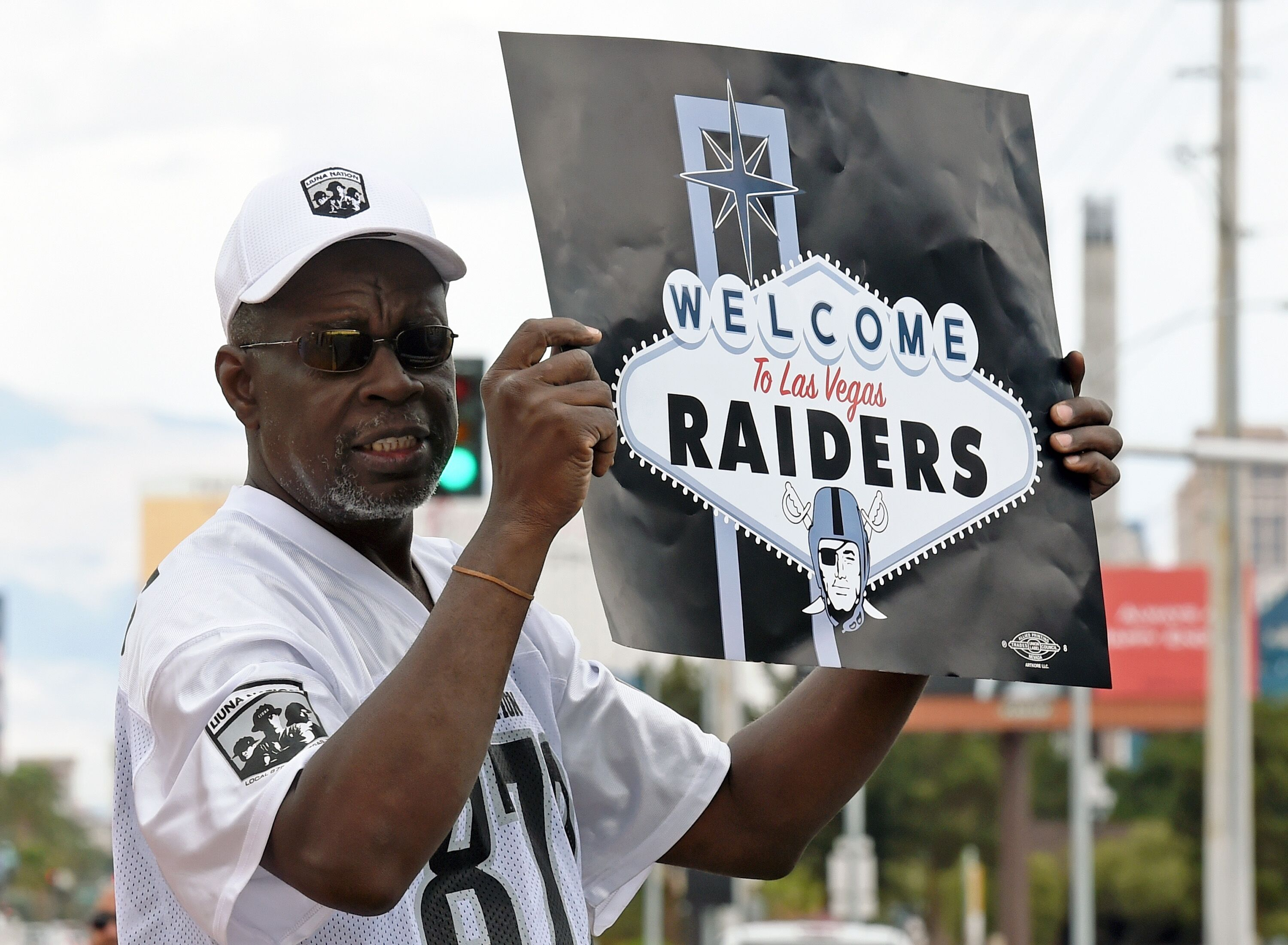 658464862-fans-celebrate-nfl-relocation-of-raiders-to-las-vegas.jpg