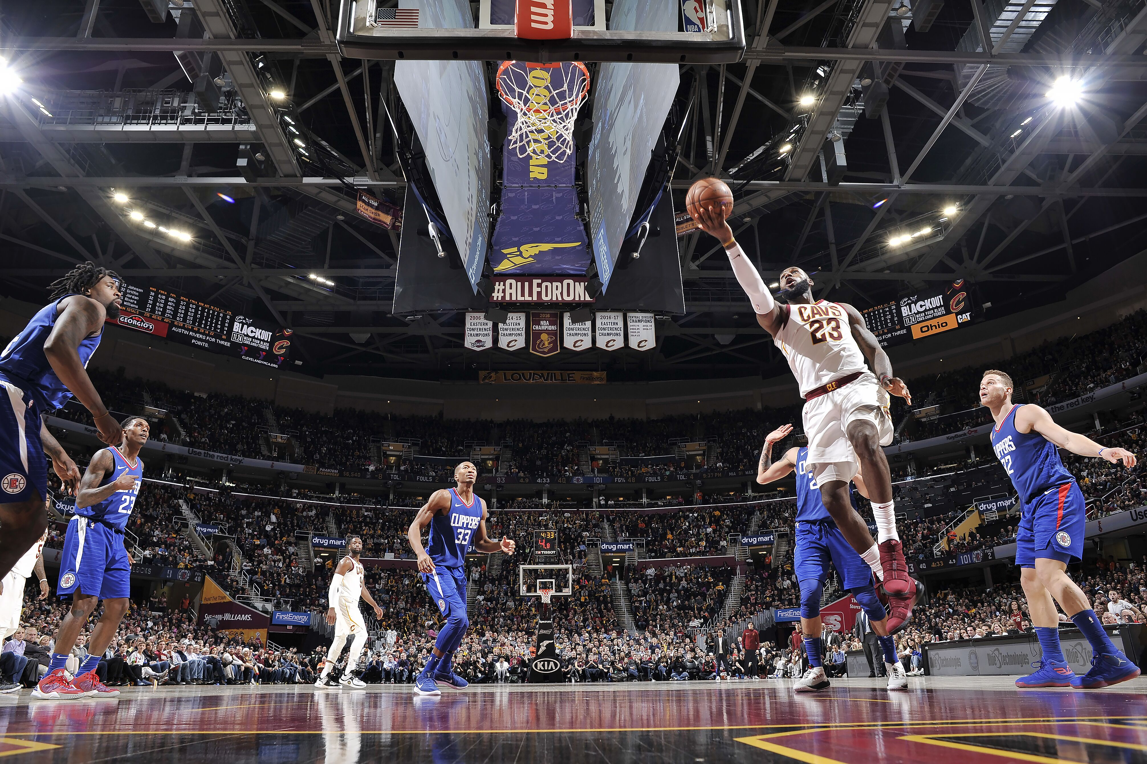 875585964-la-clippers-v-cleveland-cavaliers.jpg