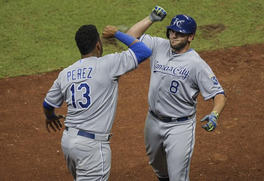 mike moustakas homers royals defeat astros 6 4 in eleven