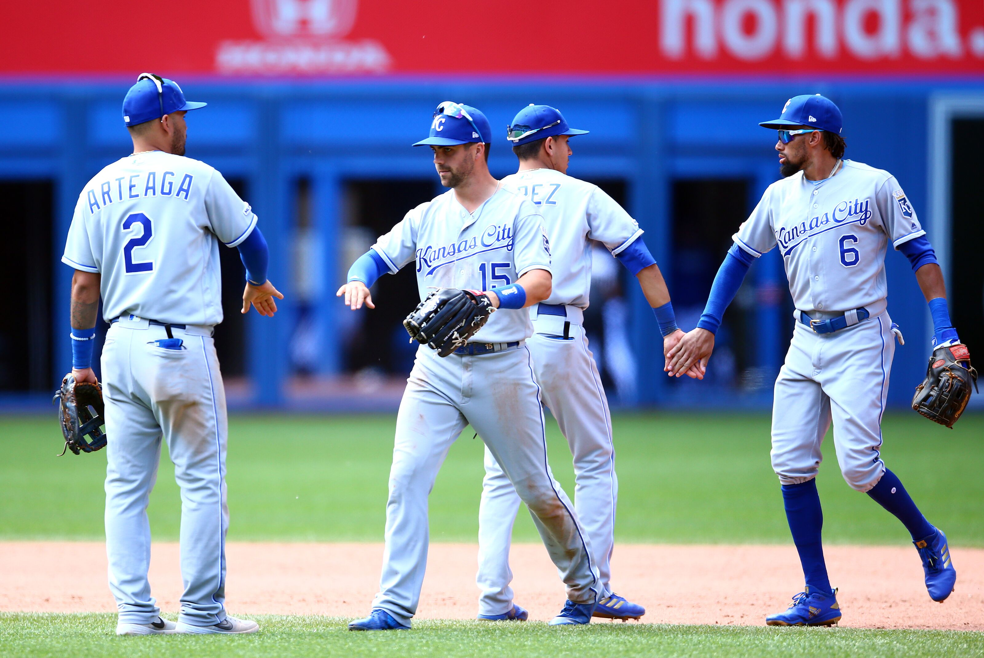 Kansas City Royals: Young players need to follow Whit Merrifield's lead