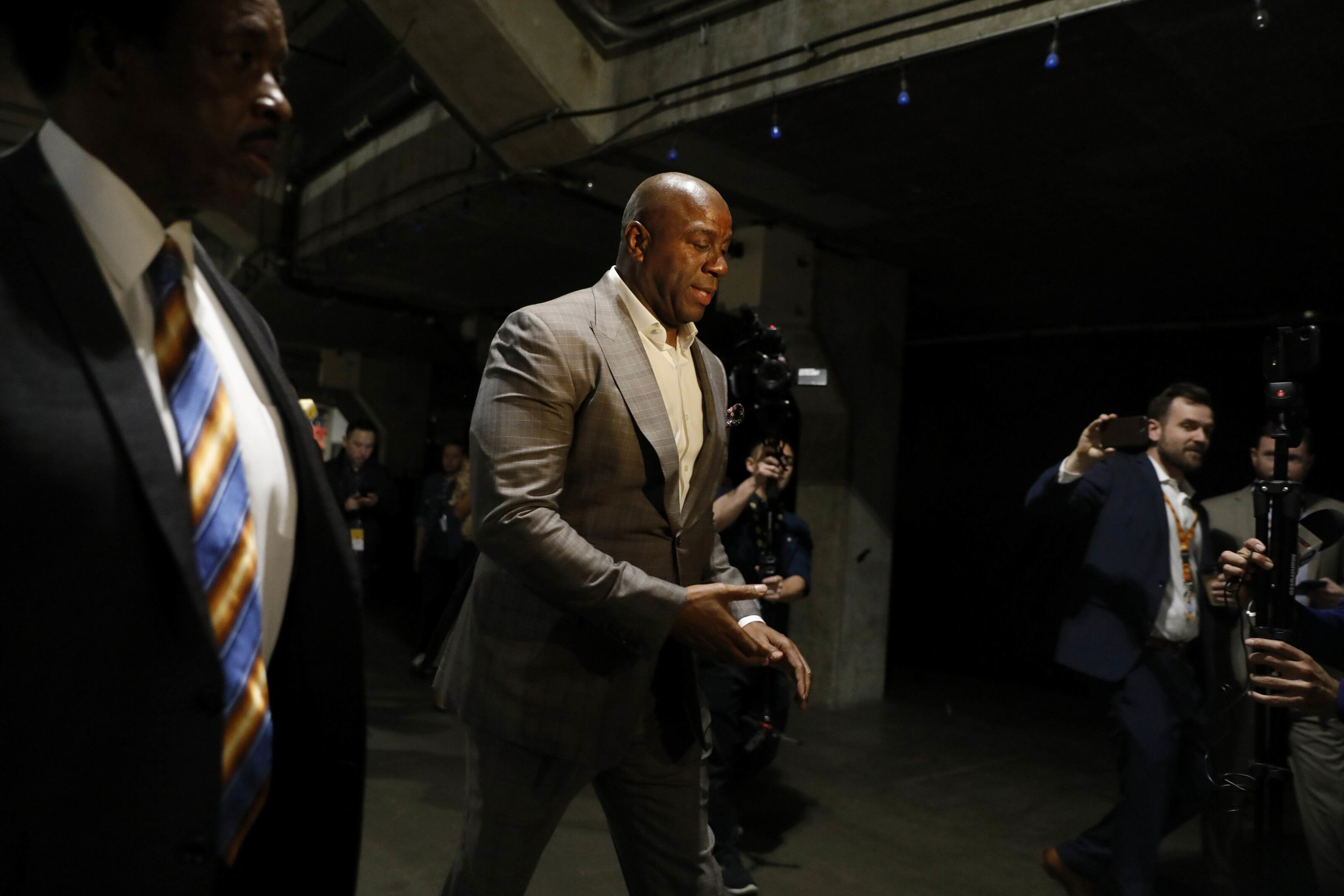 Los Angeles Lakers: Magic Johnson blames Dell Demps for trade leaks