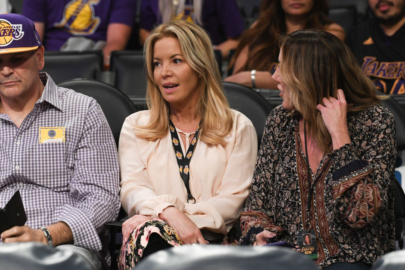 Los Angeles Lakers: What will Jeanie Buss do this offseason?