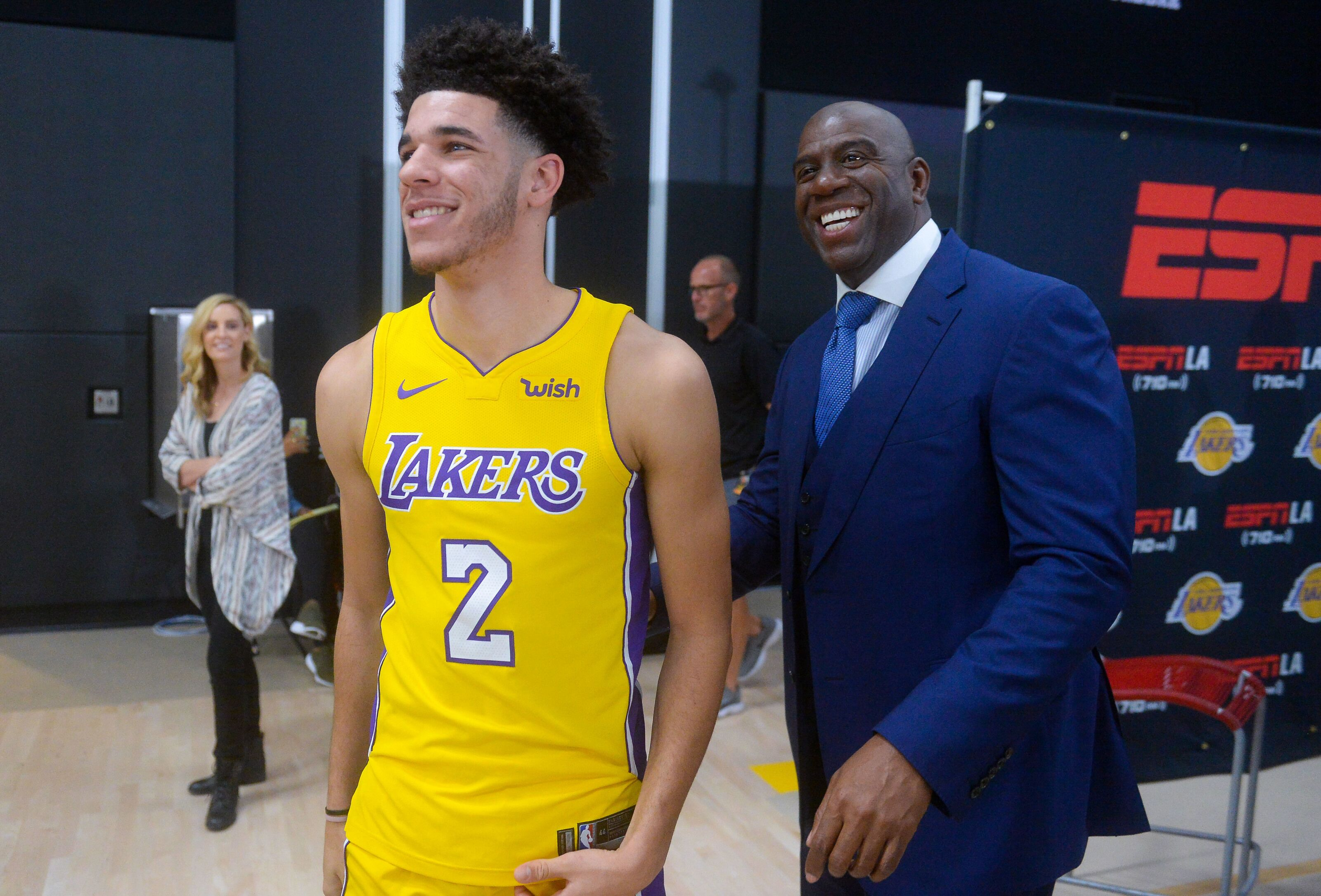 Los Angeles Lakers: Magic Johnson stands by Lonzo Ball selection