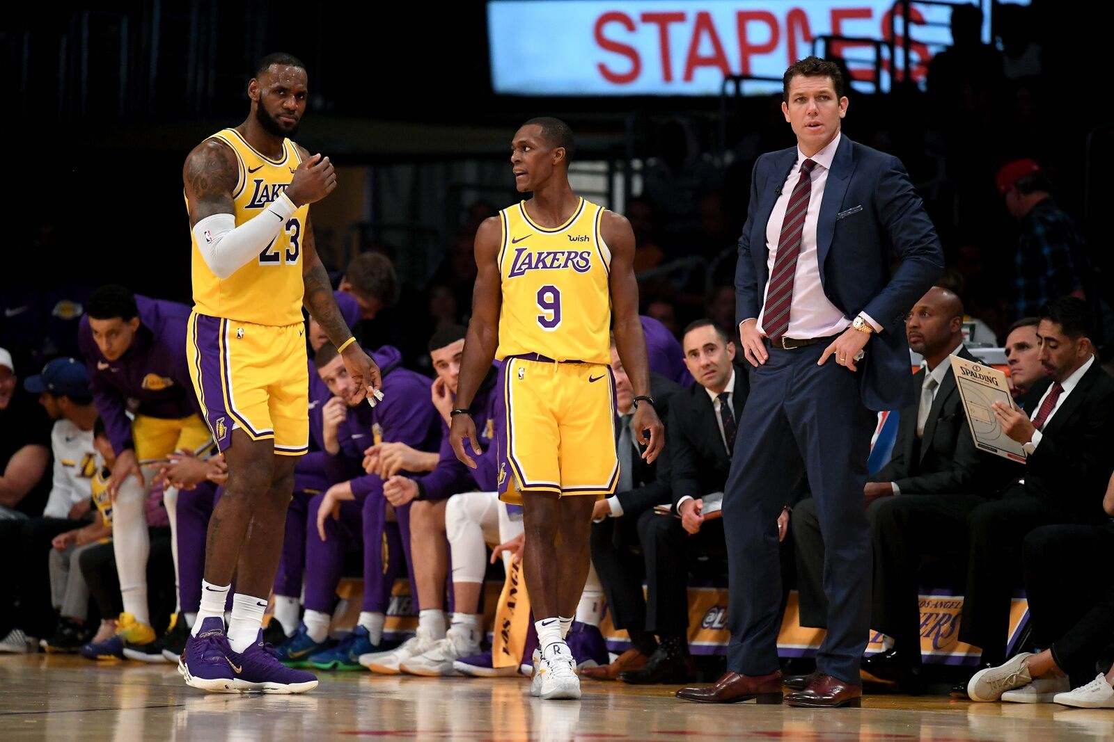 Los Angeles Lakers: 3 people not named Luke Walton responsible for slow start