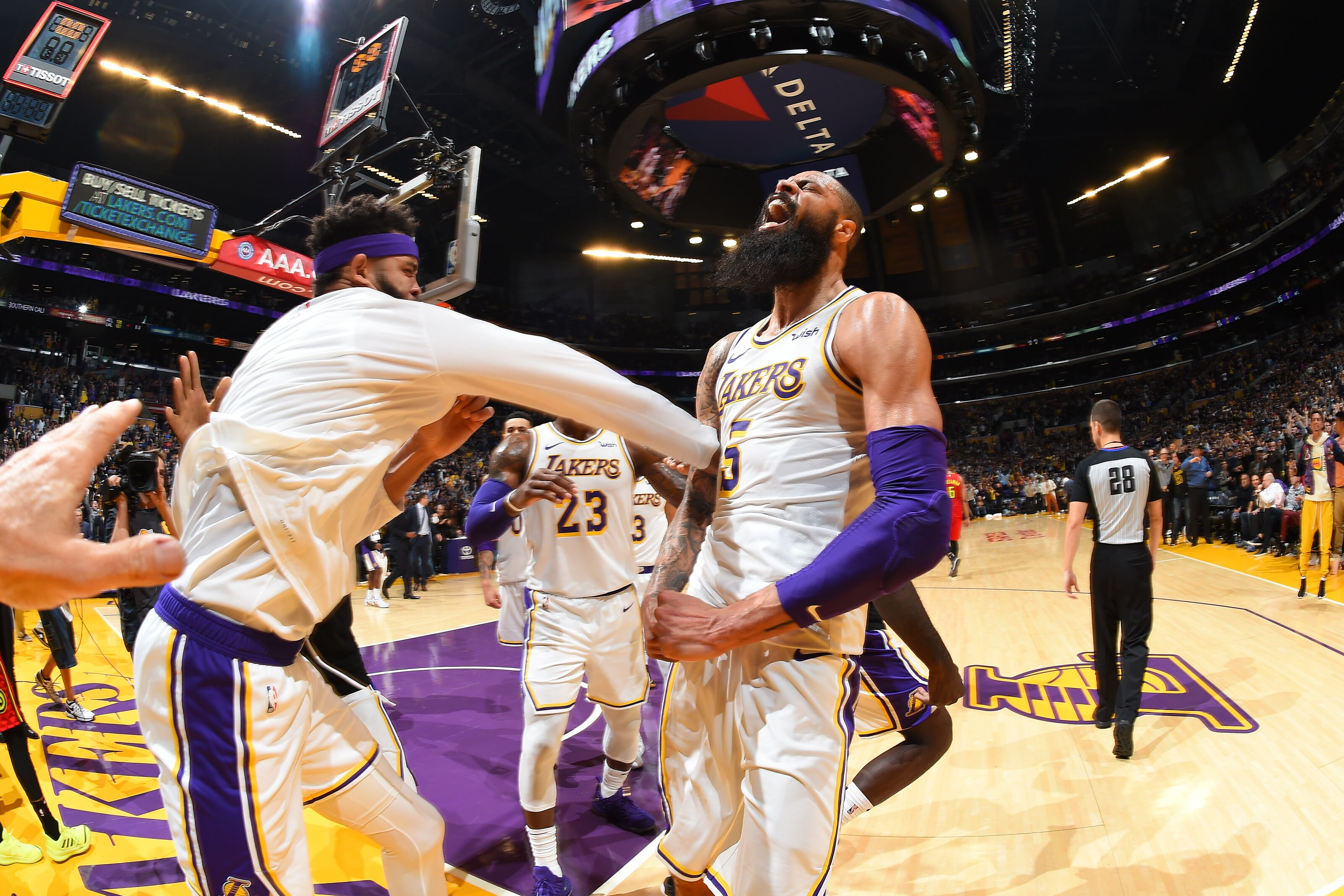 Los Angeles Lakers: Tyson Chandler putting the team first