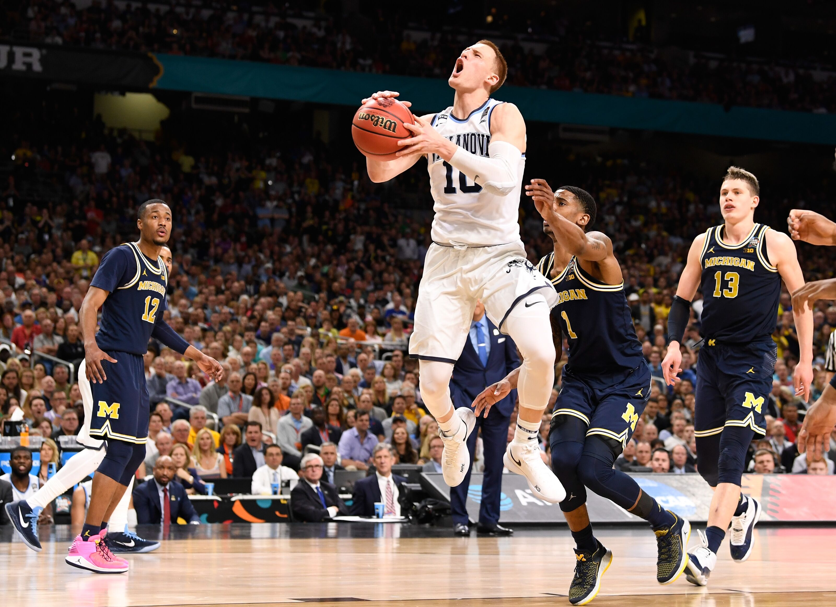 3b7863f9cb5 Los Angeles Lakers land Donte DiVincenzo in Bleacher Report mock draft