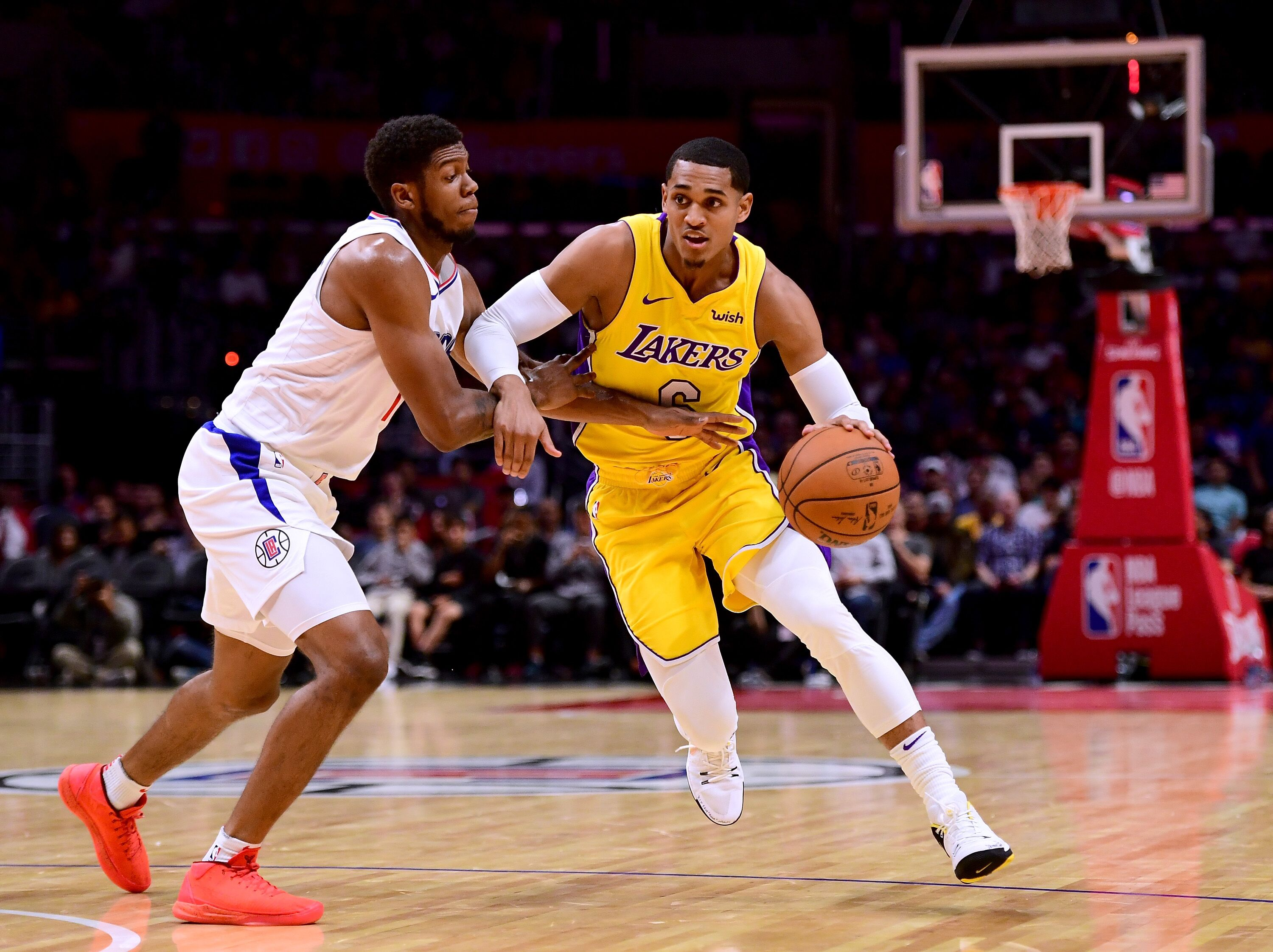 863148904-los-angeles-lakers-v-los-angeles-clippers.jpg