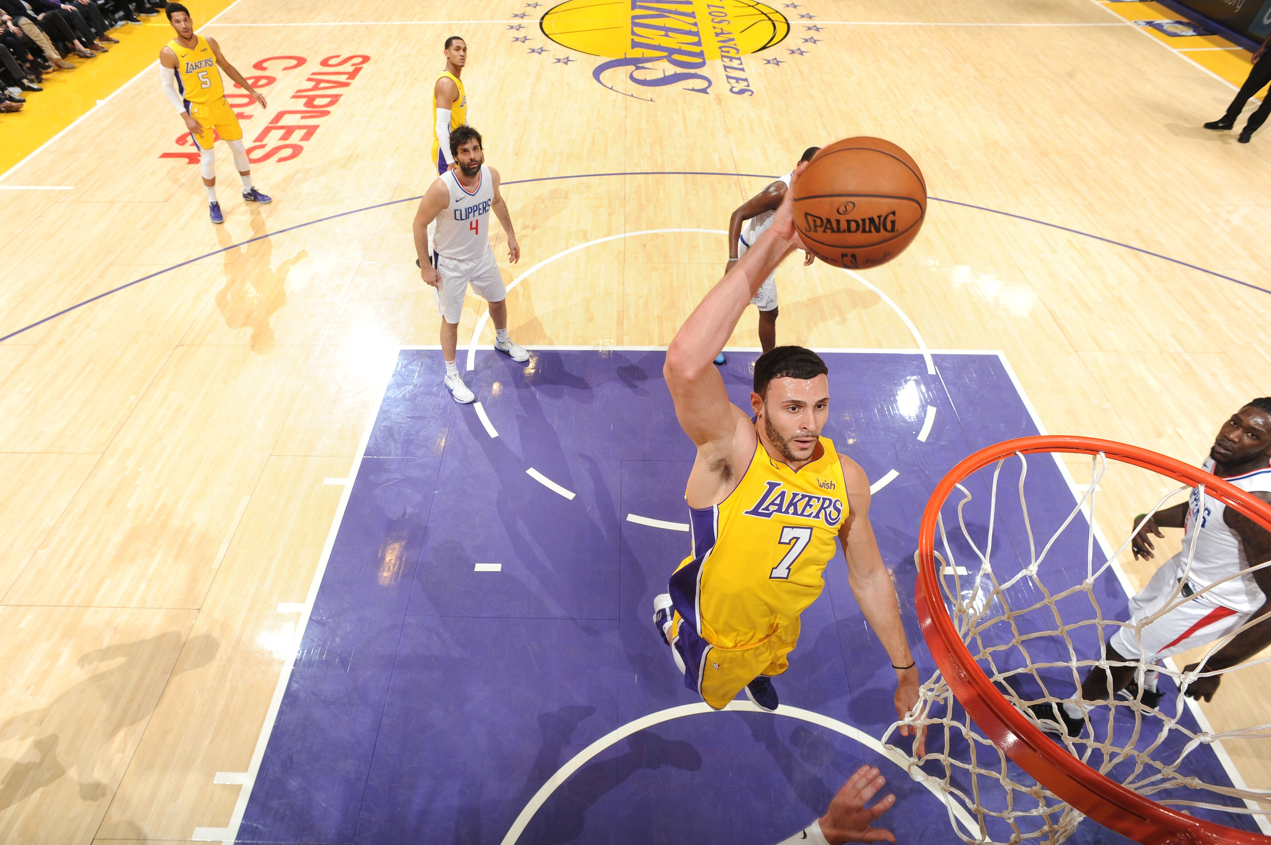899664164-la-clippers-v-los-angeles-lakers.jpg