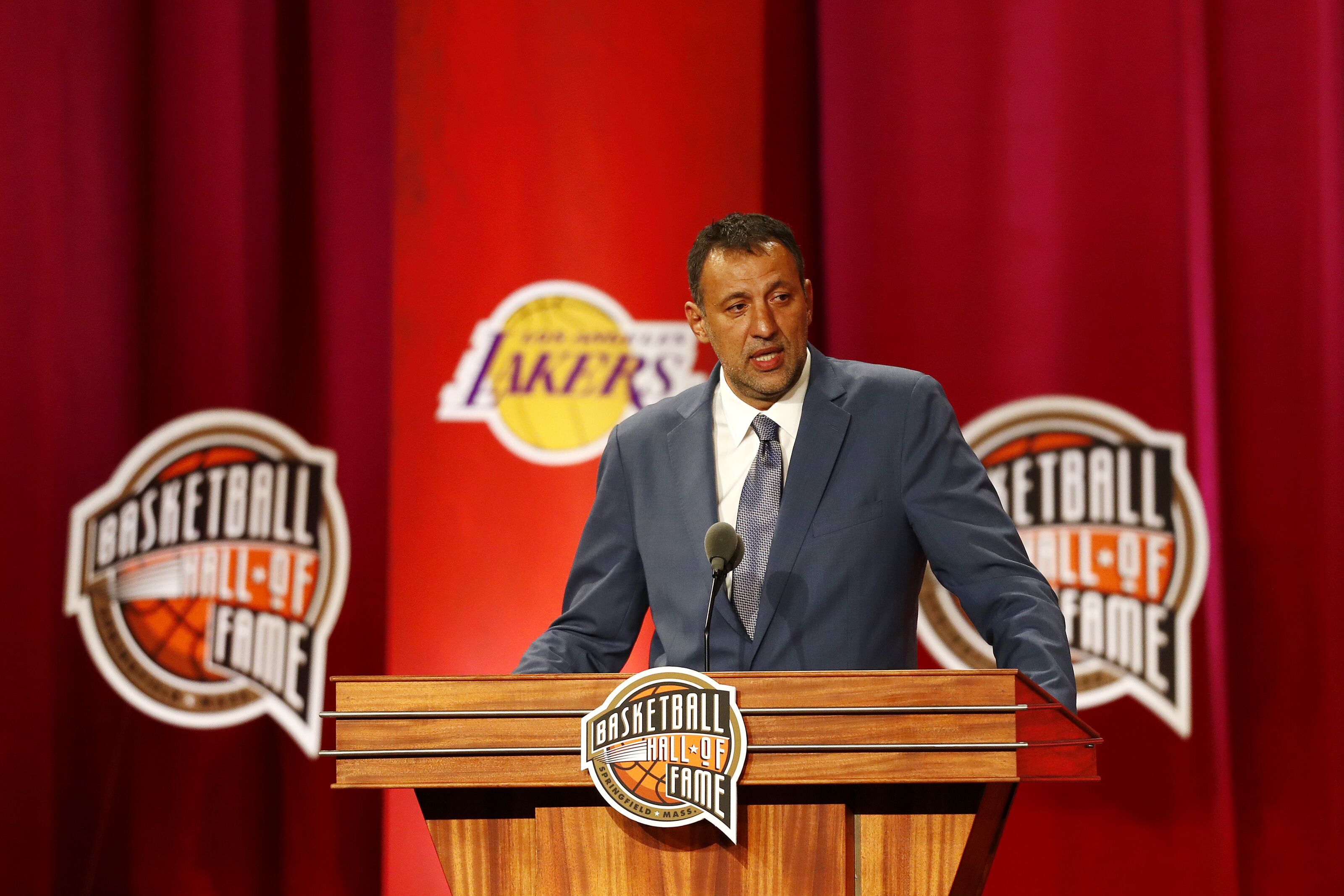 Los Angeles Lakers: Will Vlade Divac have number retired after enshrinement
