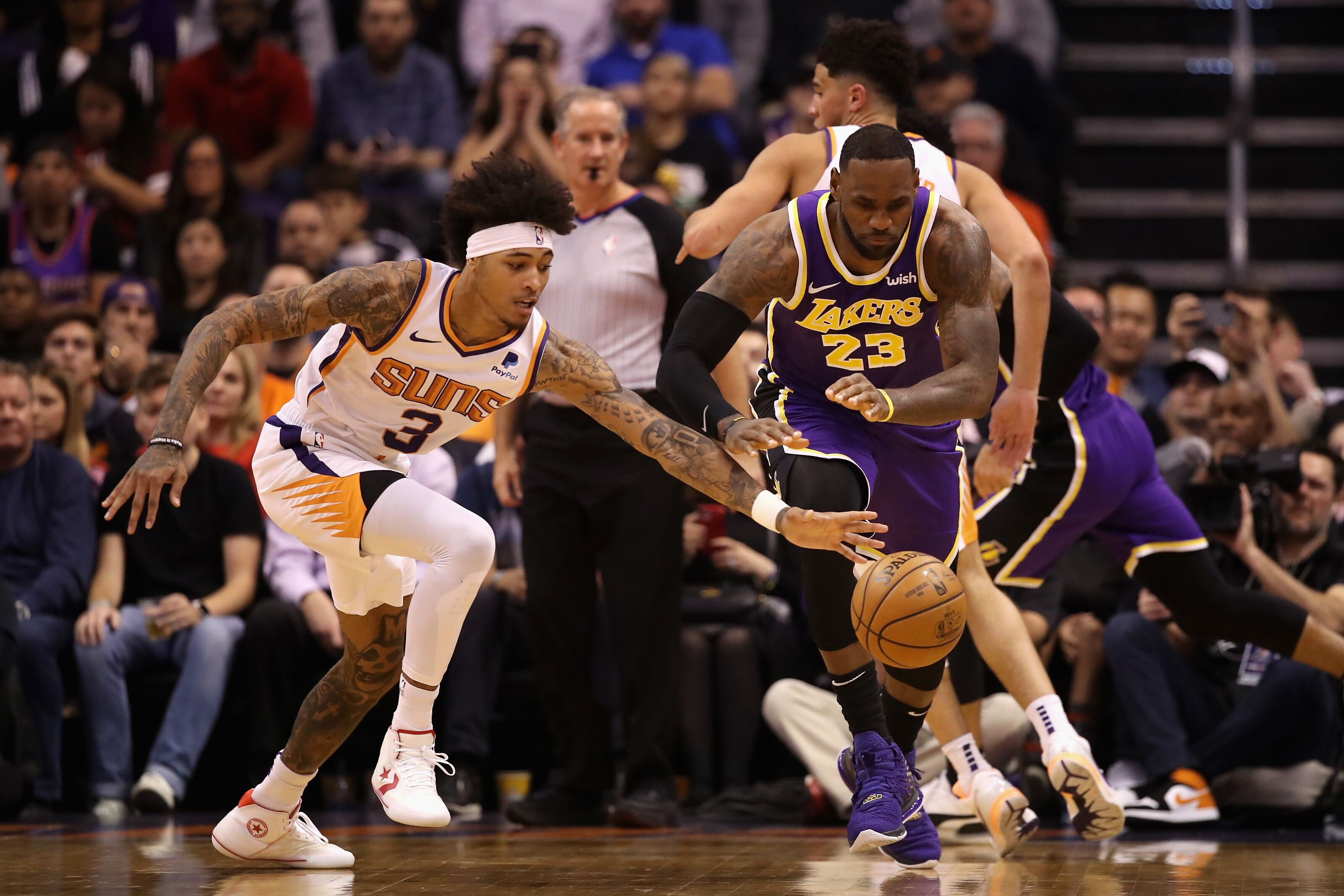 Los Angeles Lakers win against Phoenix Suns to dominate West.