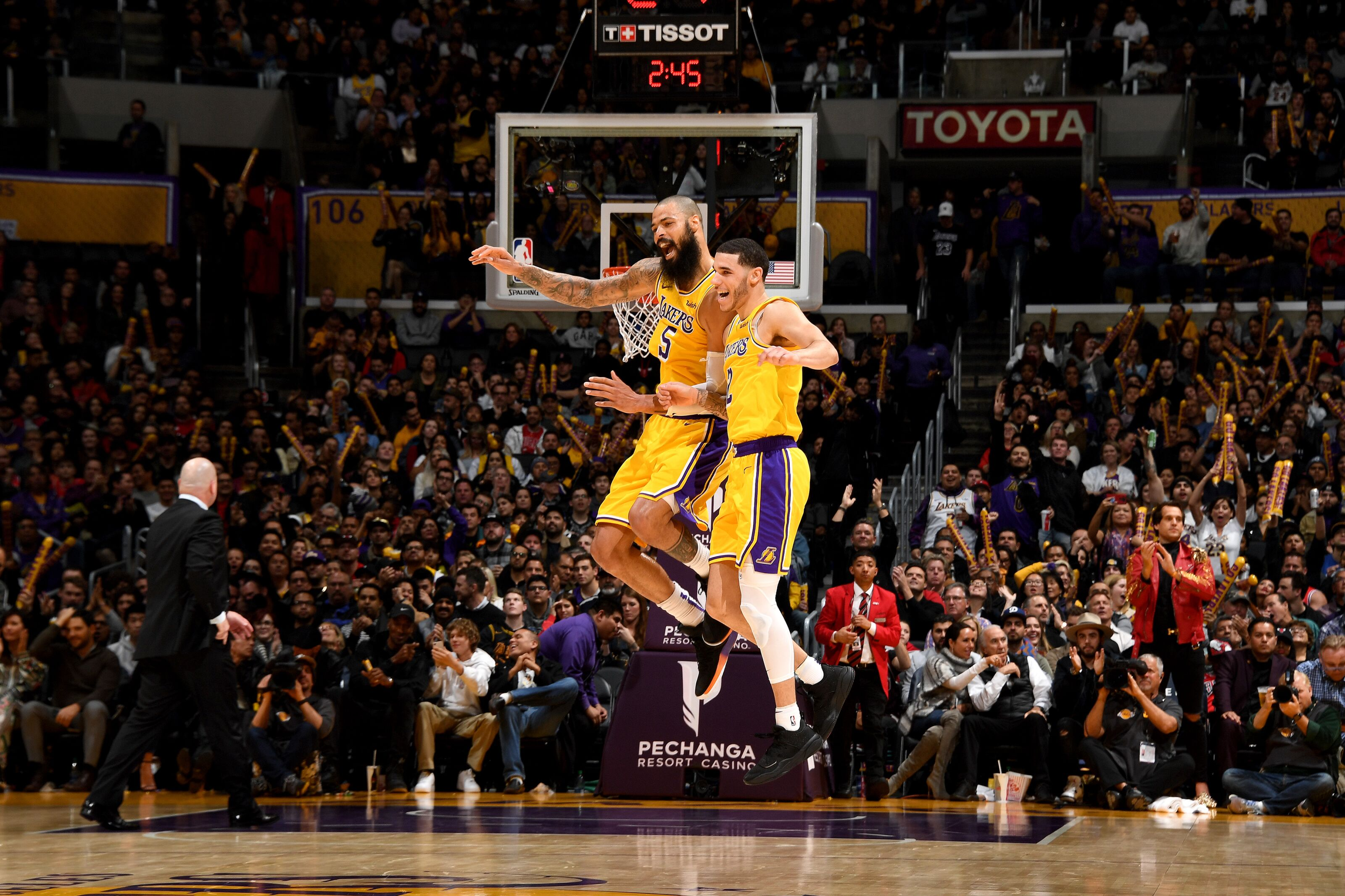 Los Angeles Lakers: Tyson Chandler praises the young core
