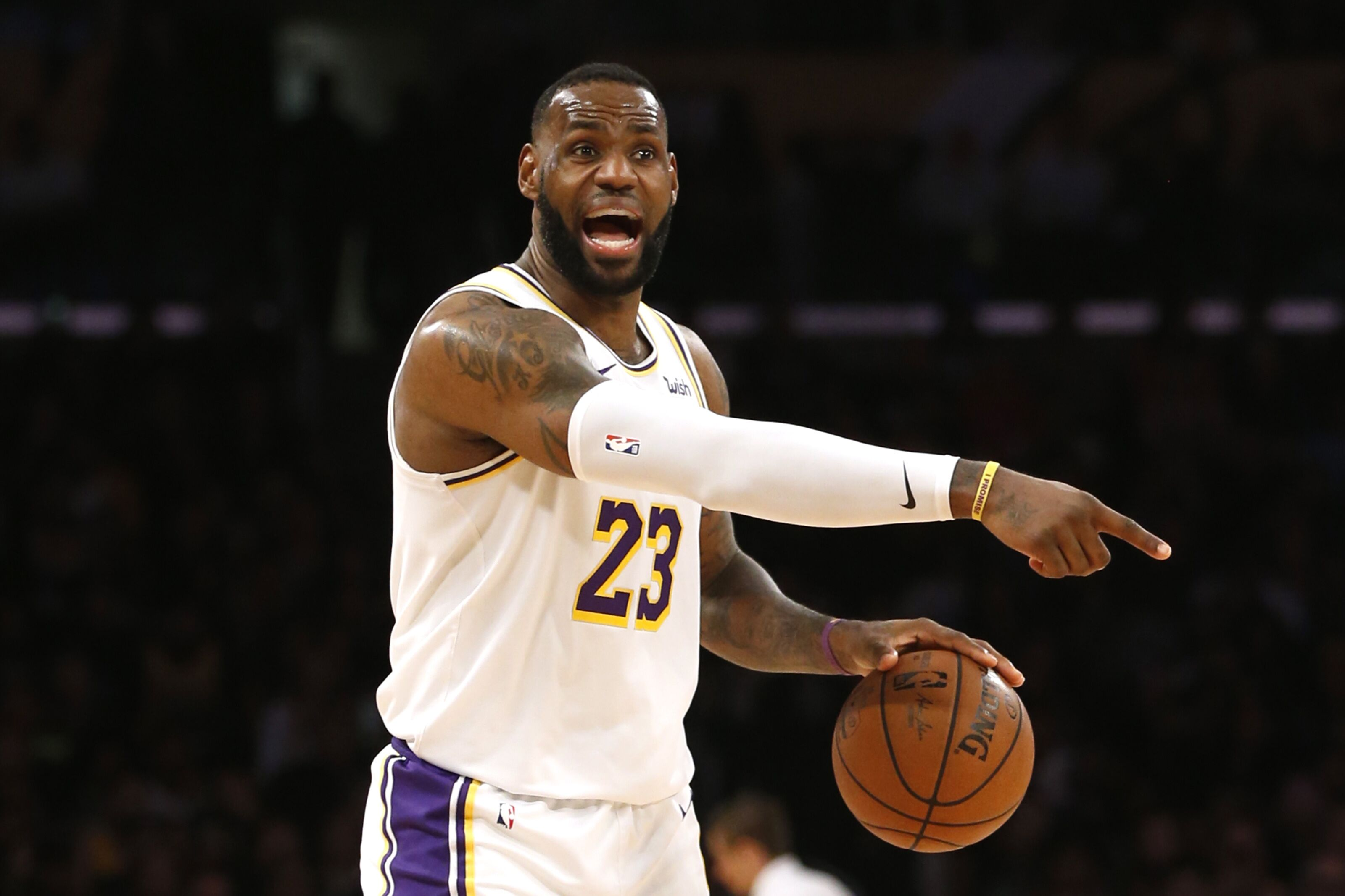 Los Angeles Lakers survive a gritty contest against the Orlando Magic