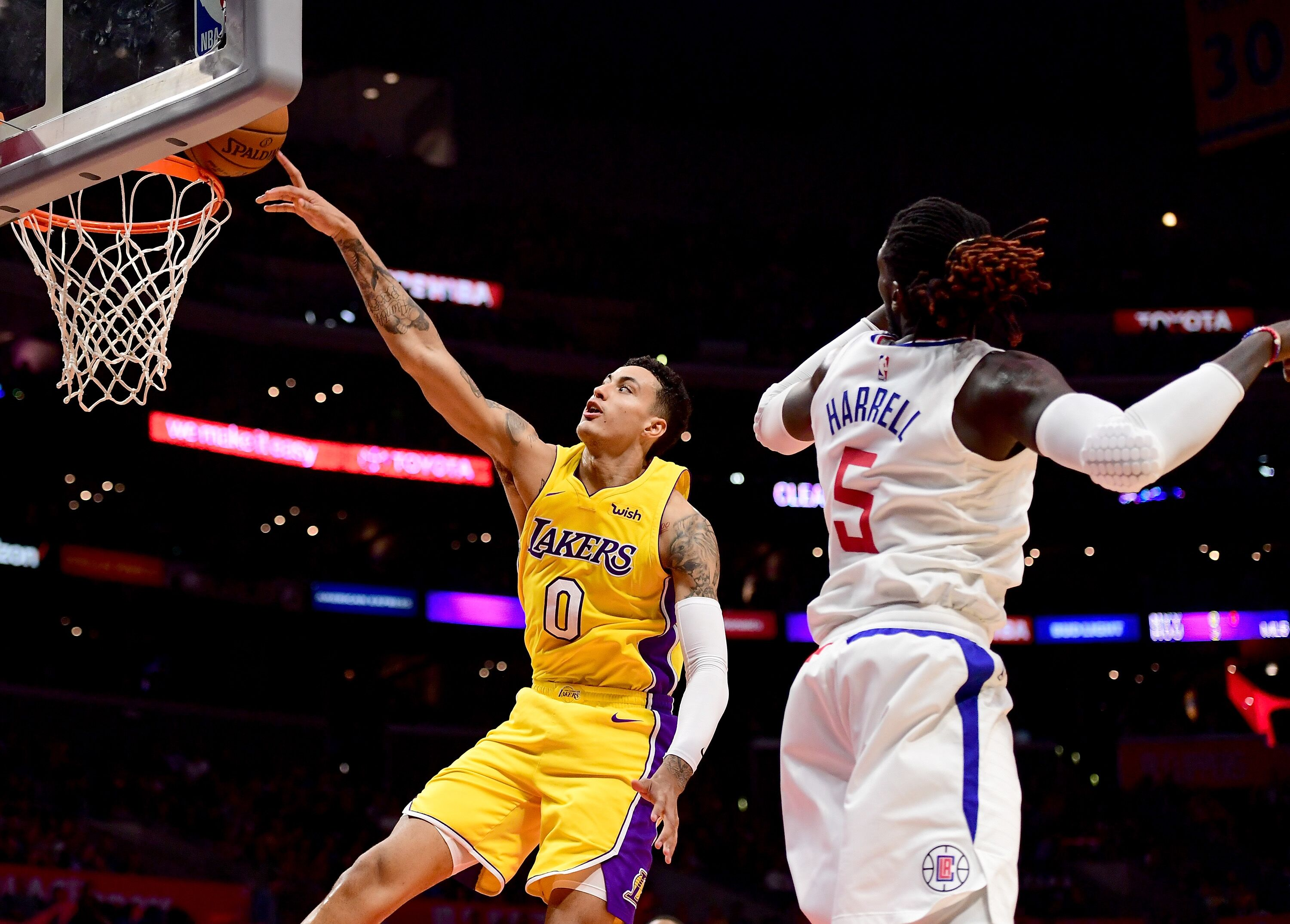861085214-los-angeles-lakers-v-los-angeles-clippers.jpg