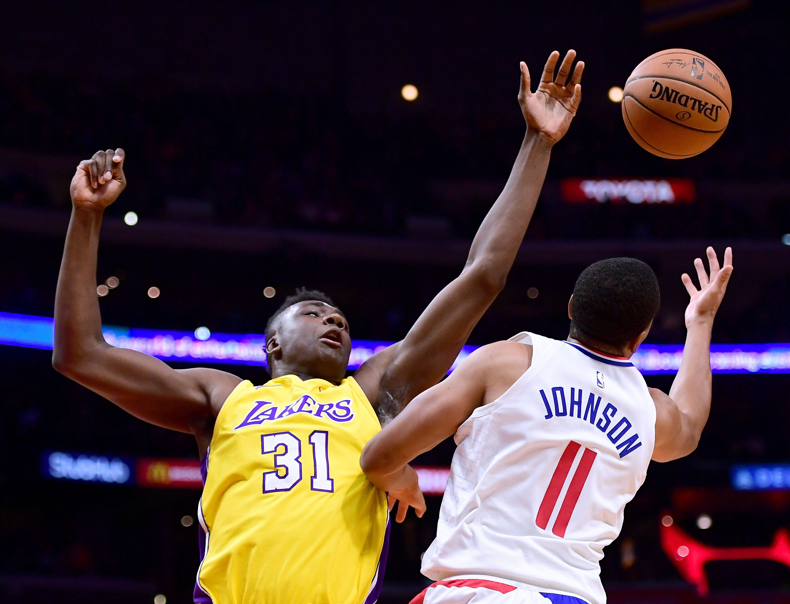 861103584-los-angeles-lakers-v-los-angeles-clippers.jpg