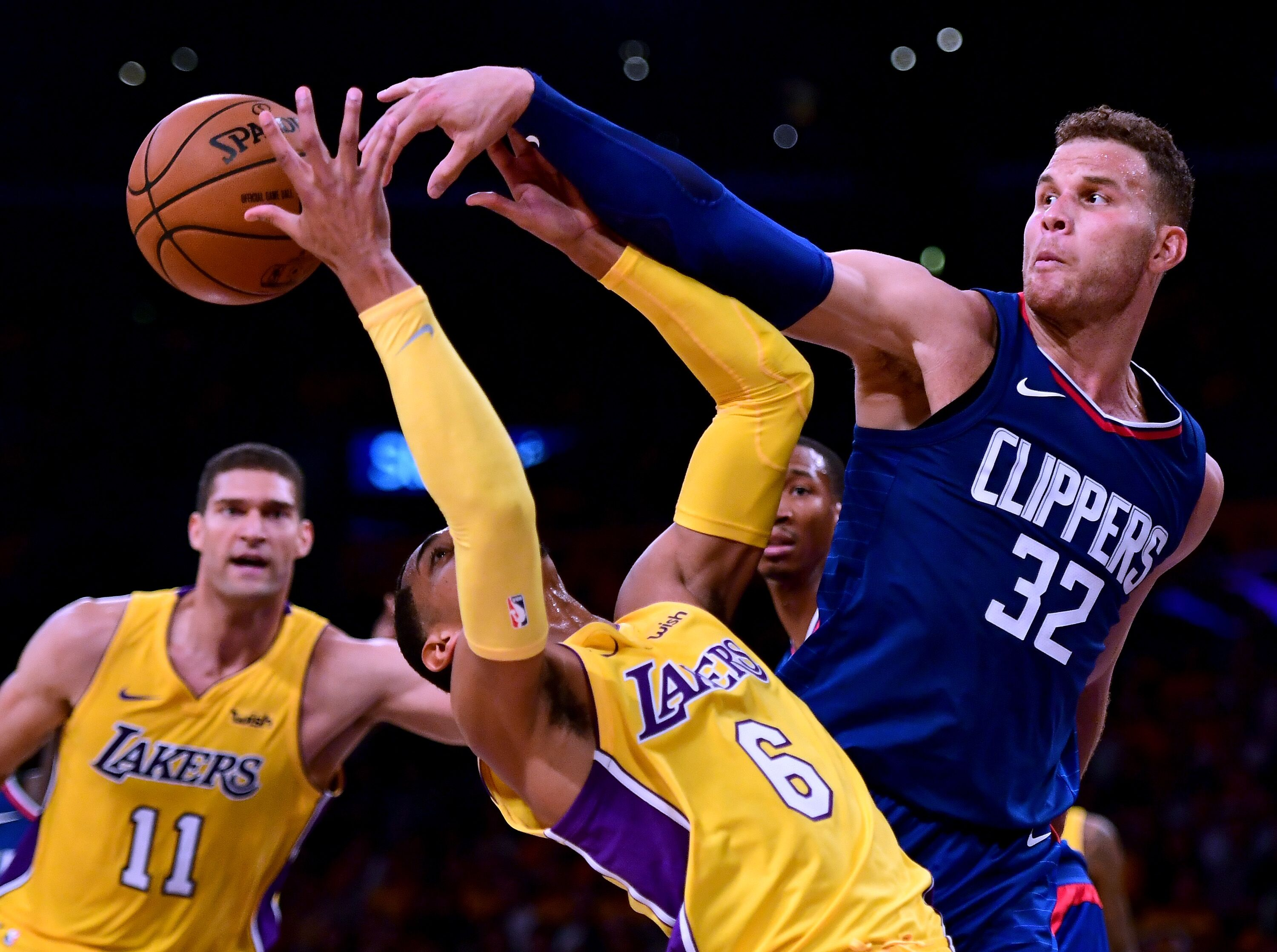 863384708-los-angeles-clippers-v-los-angeles-lakers.jpg