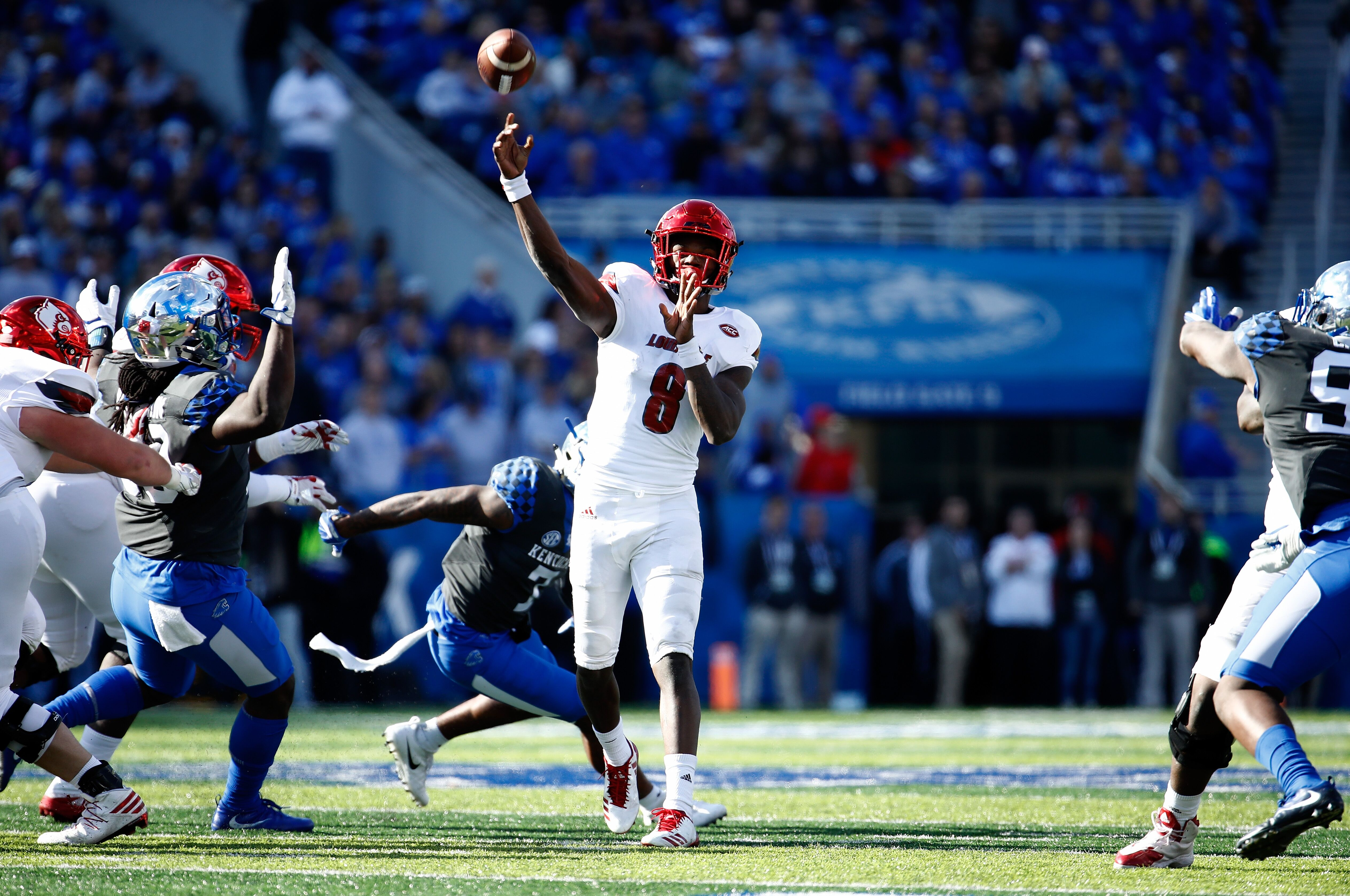 Los Angeles Chargers mock draft: A former Heisman in round two