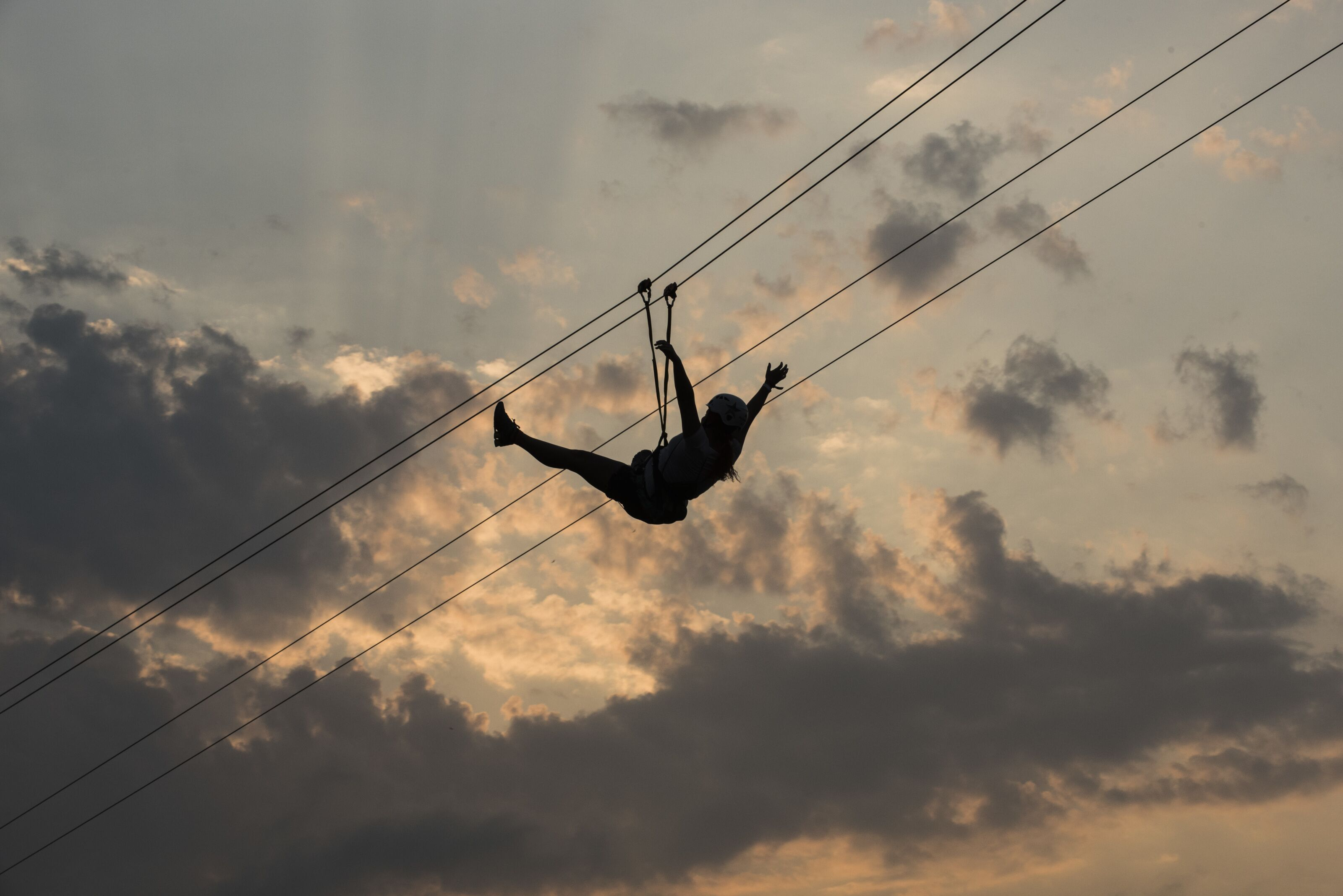 Jimmy Fallon (barely) conquers Puerto Rico's Monster zip line