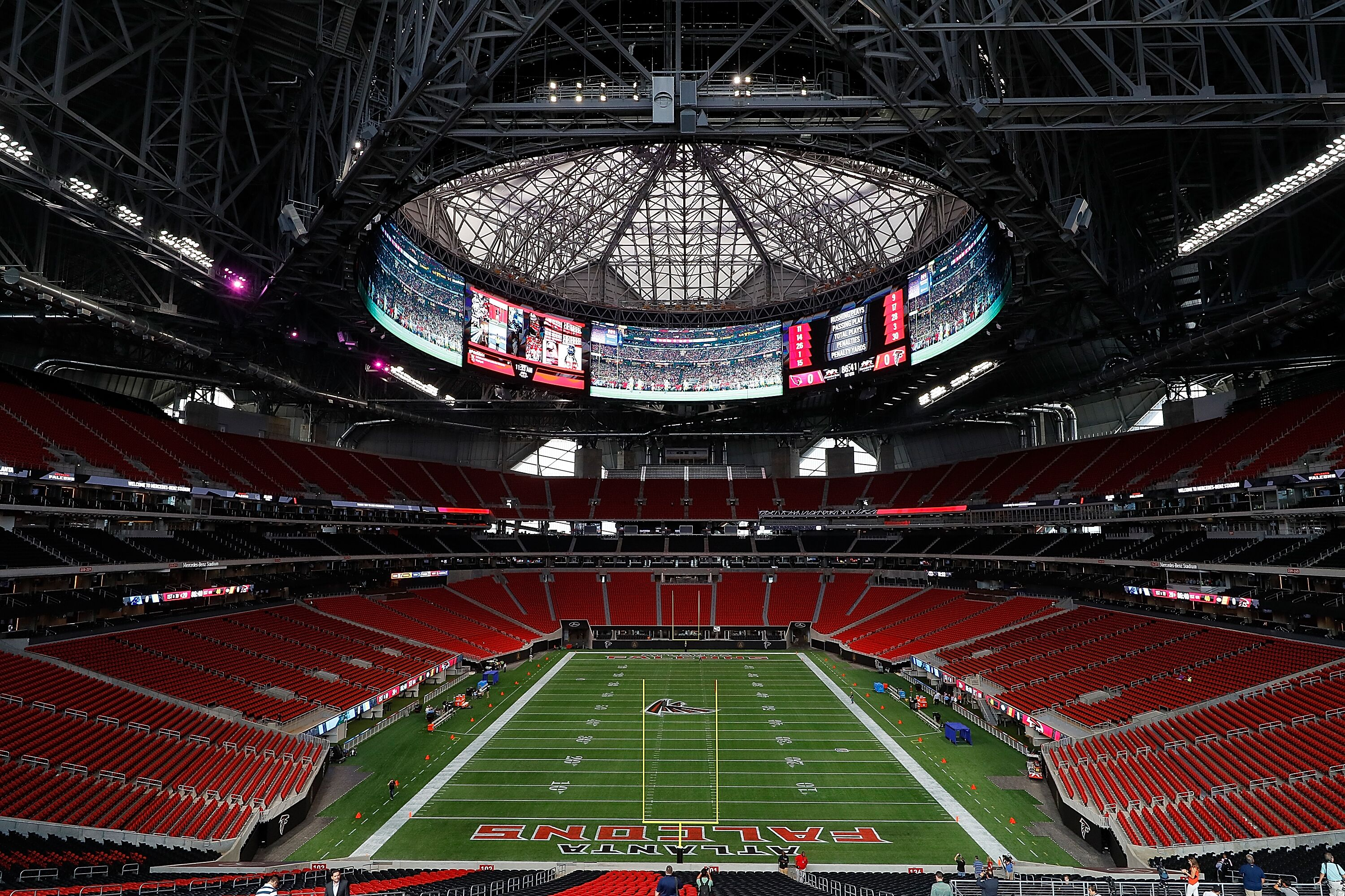 Packers vs falcons how to watch tv info radio and more for Hotels near mercedes benz stadium