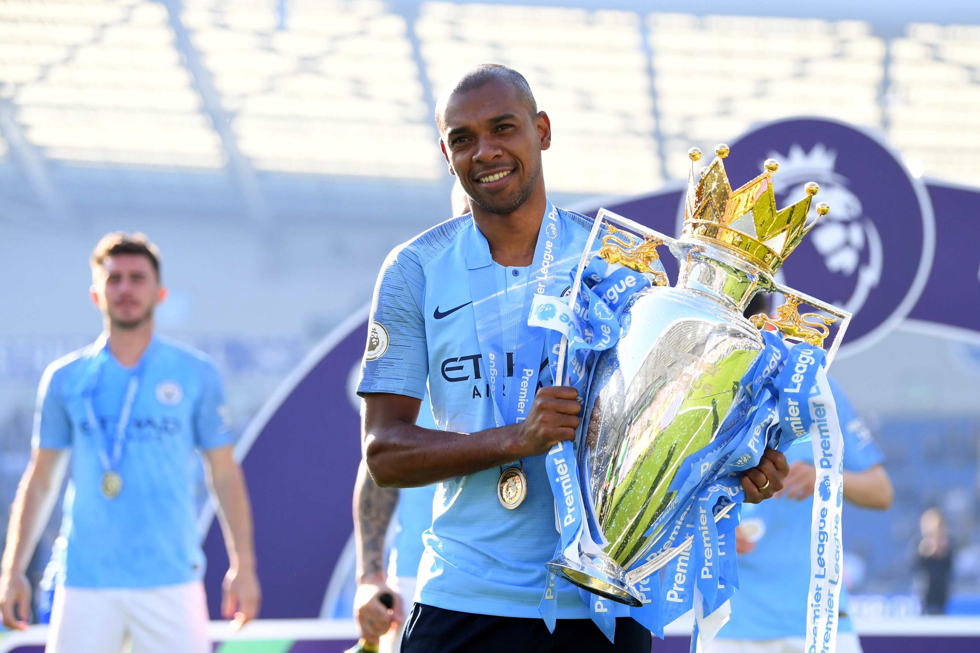 Manchester City set to reward Fernandinho with new contract