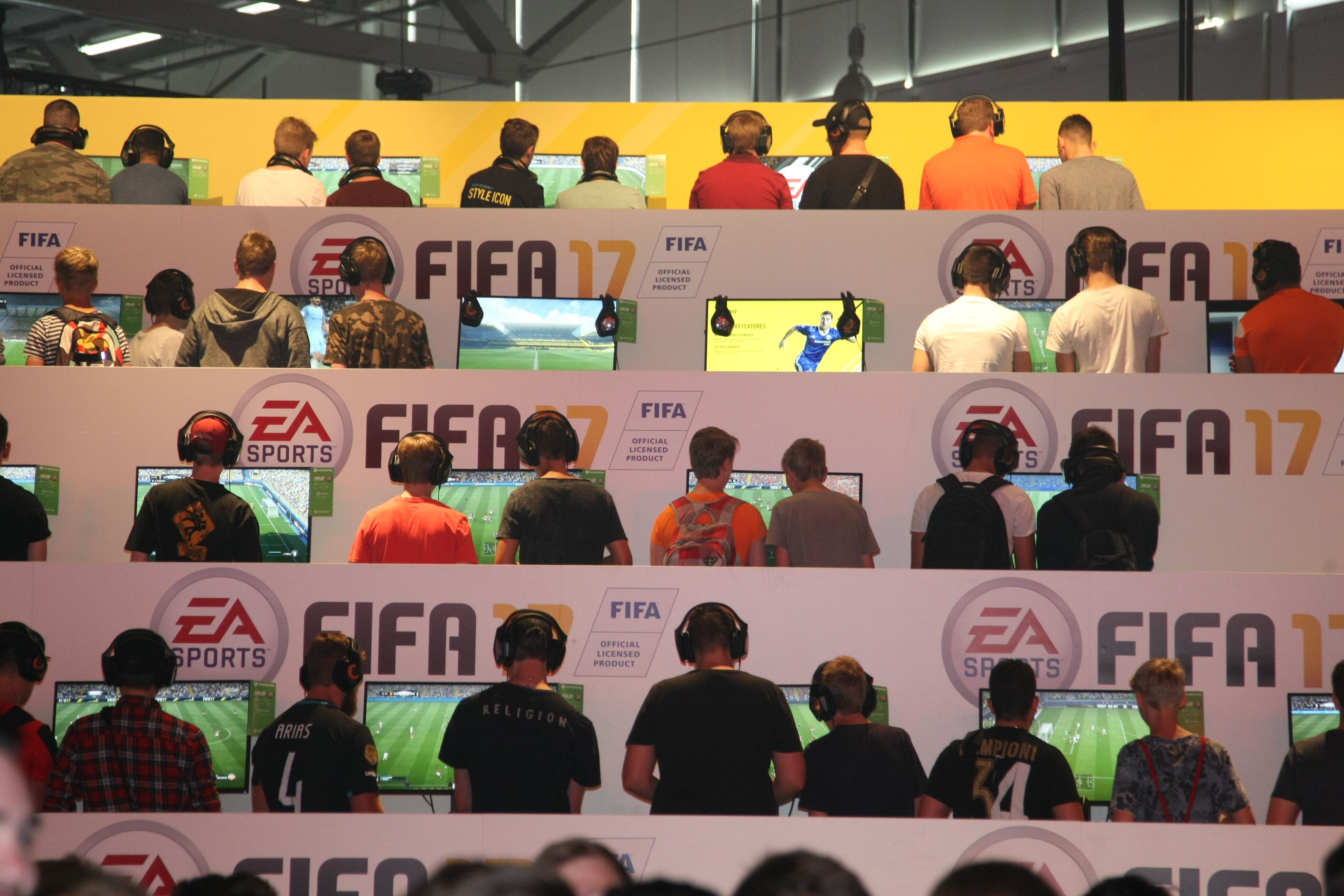 591969388-visitors-playing-fifa-17-at-the-ea-sports-stand-at-the