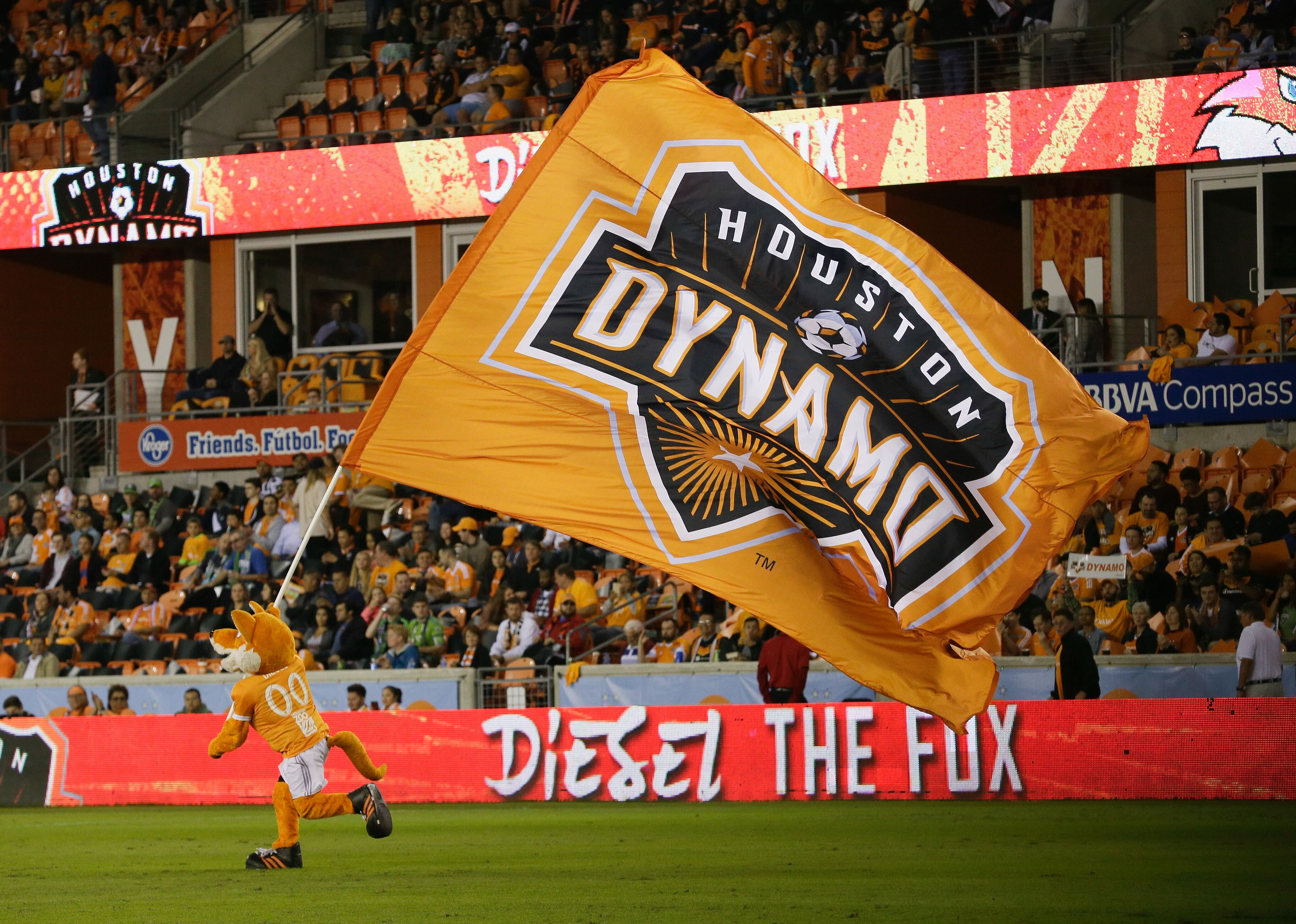 877305974-seattle-sounders-v-houston-dynamo-western-conference-finals-leg-1.jpg