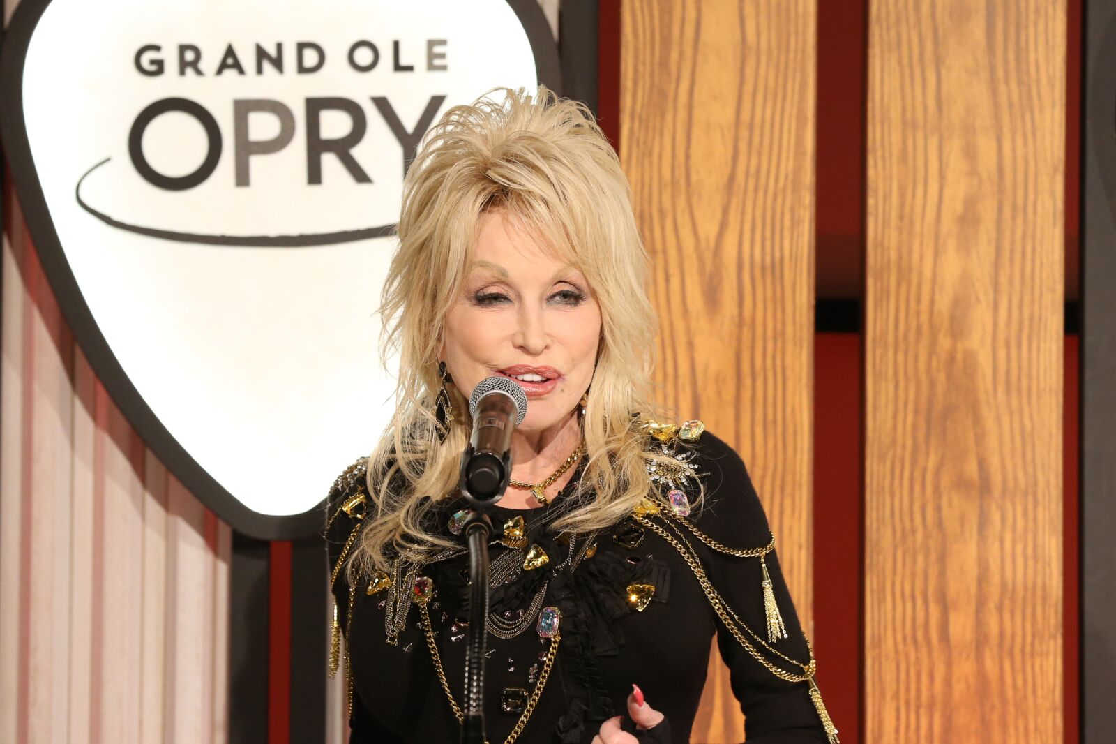 Netflix shares first look at Dolly Parton's Heartstrings anthology series