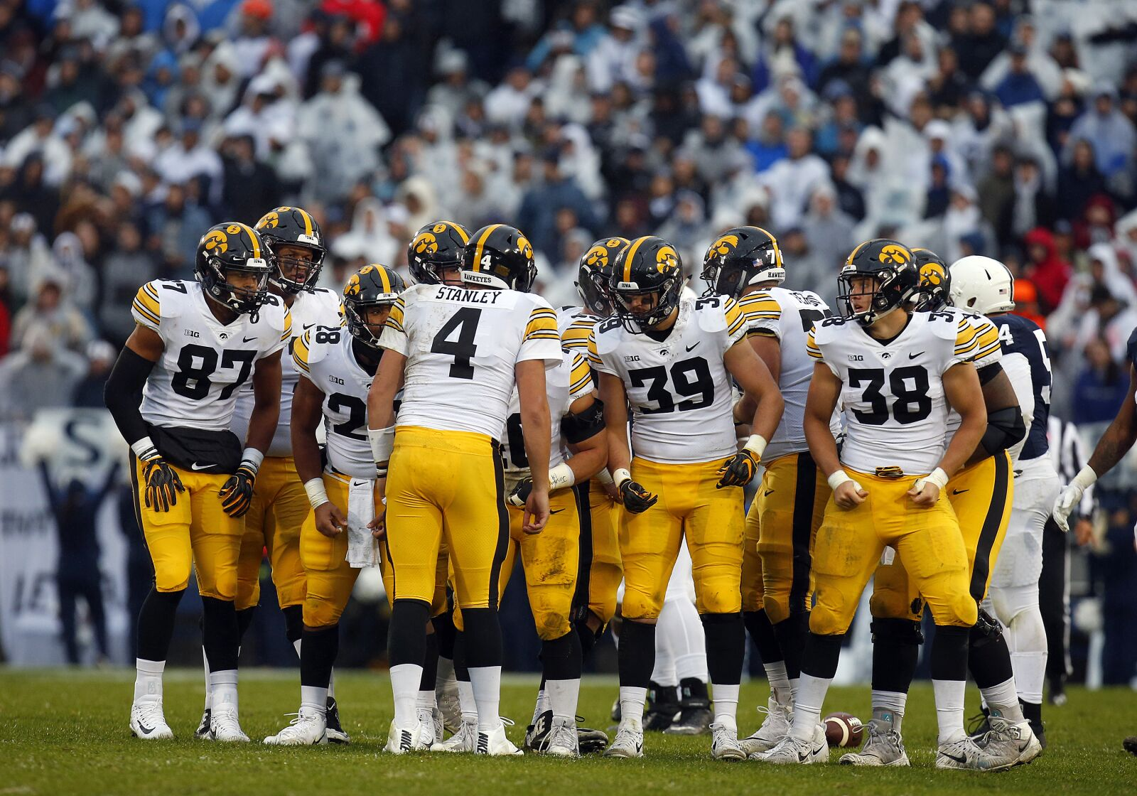Who is replacing TJ Hockenson and Noah Fant for Iowa?