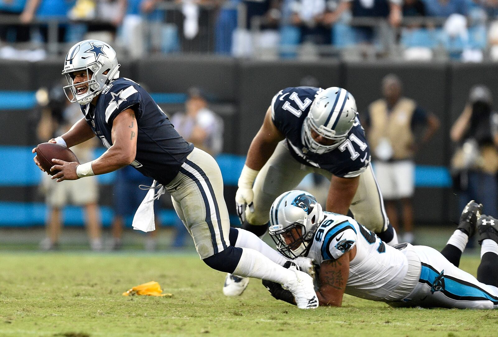 Dallas Cowboys: What's with the offensive line?