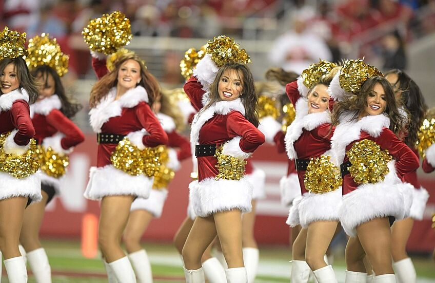 49ers fans get into the christmas spirit