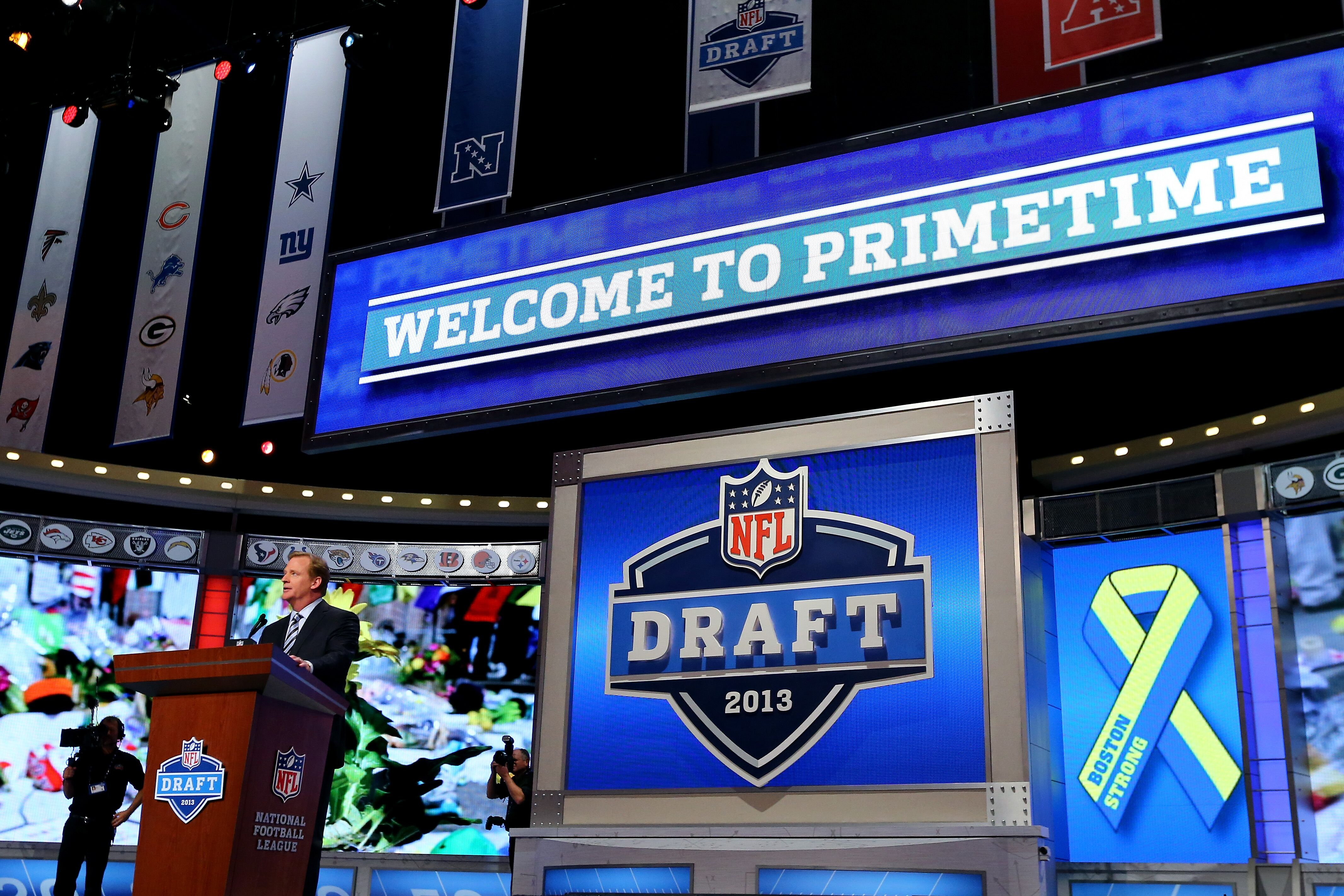 a451aacf NFL Draft: Full 2019 Round 1 mock with trades, April Fools' version - Page 5