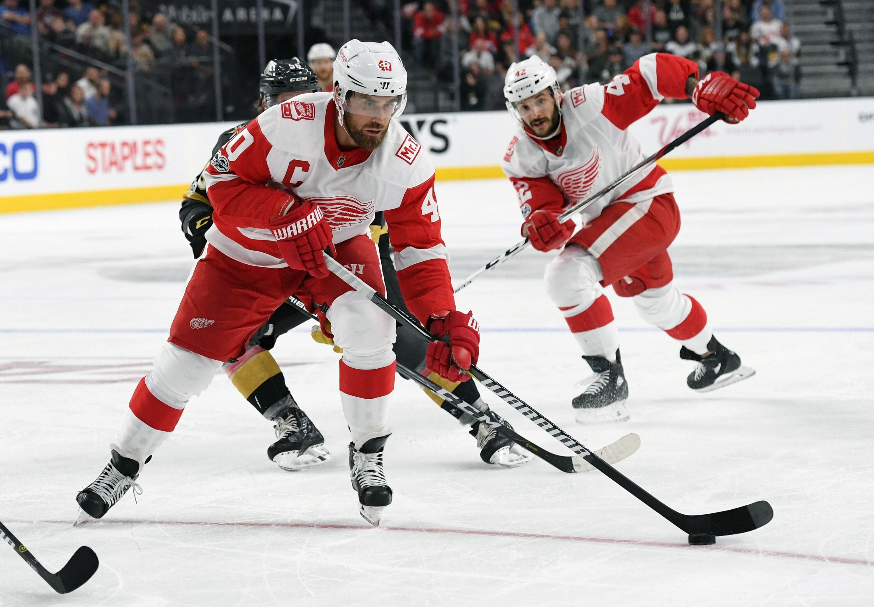Red wings and golden showers