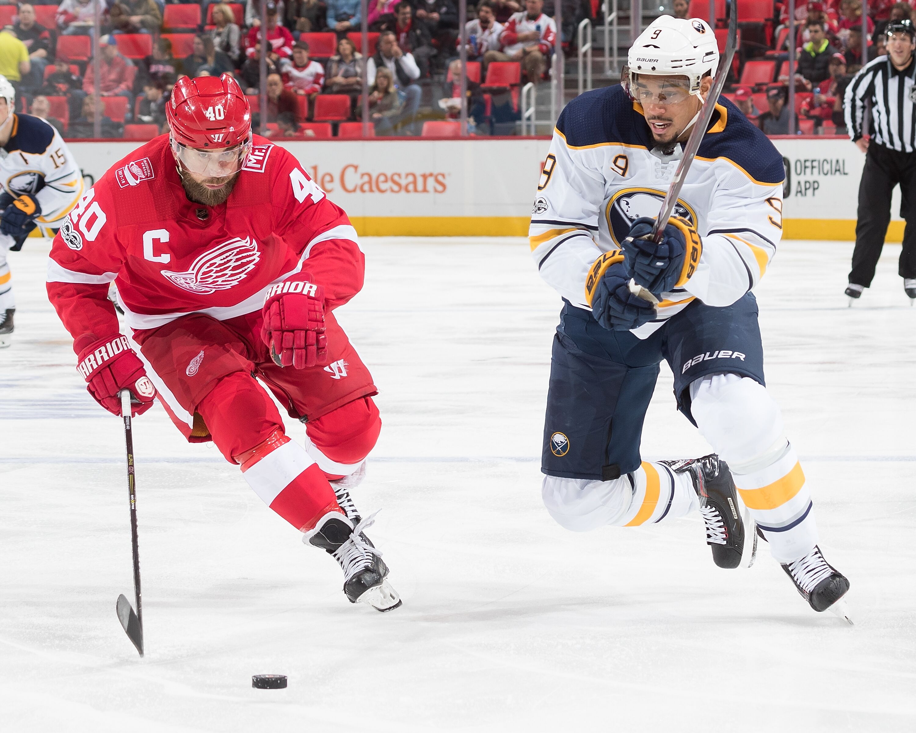 875514352-buffalo-sabres-v-detroit-red-wings.jpg