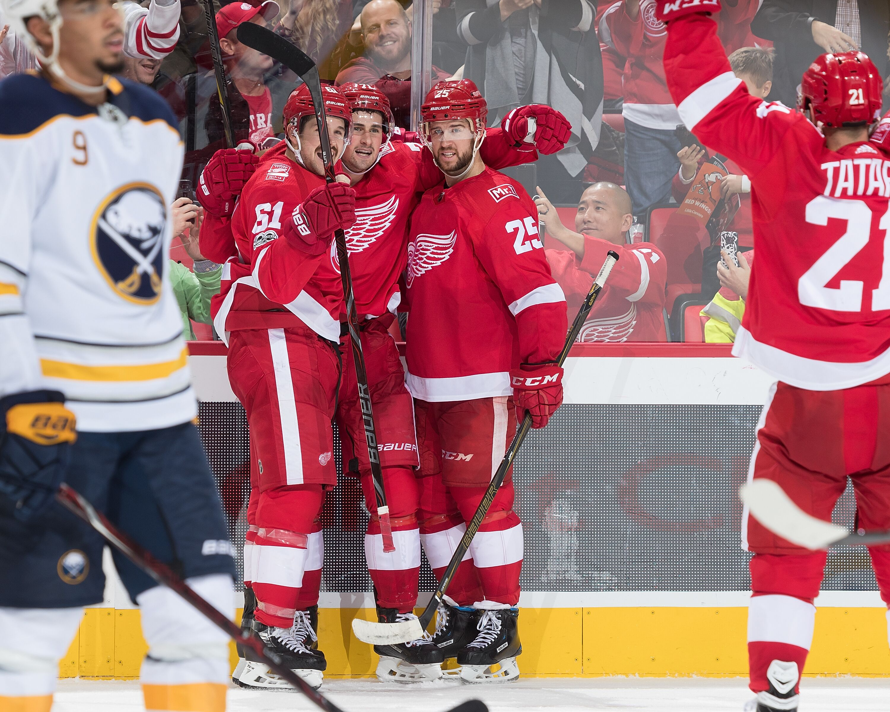 875532056-buffalo-sabres-v-detroit-red-wings.jpg
