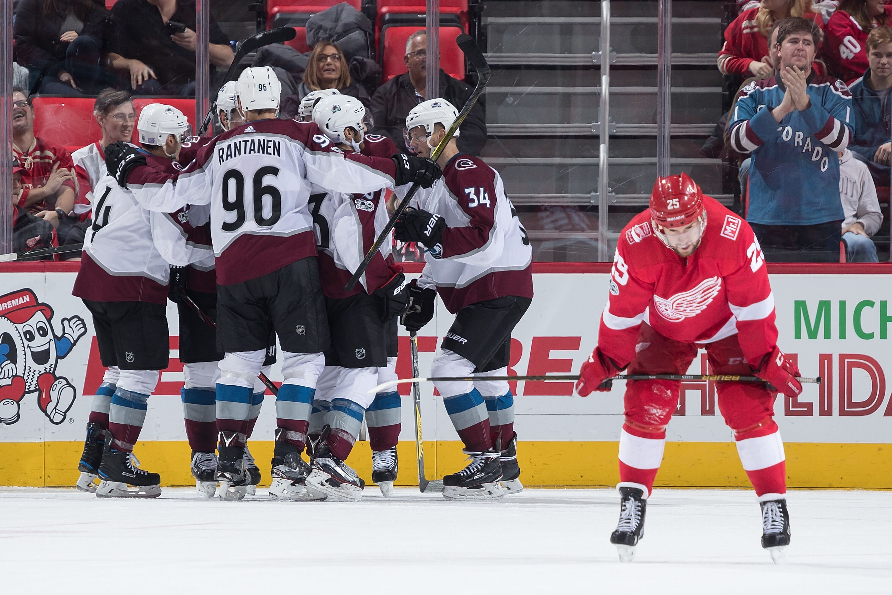 876434142-colorado-avalanche-v-detroit-red-wings.jpg