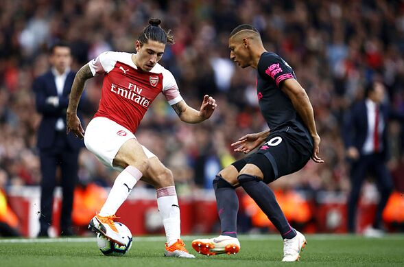 Sc London England September Hector Bellerin Of Arsenal Turns With The Ball Under Pressure From Richarlison Everton During Premier League Match