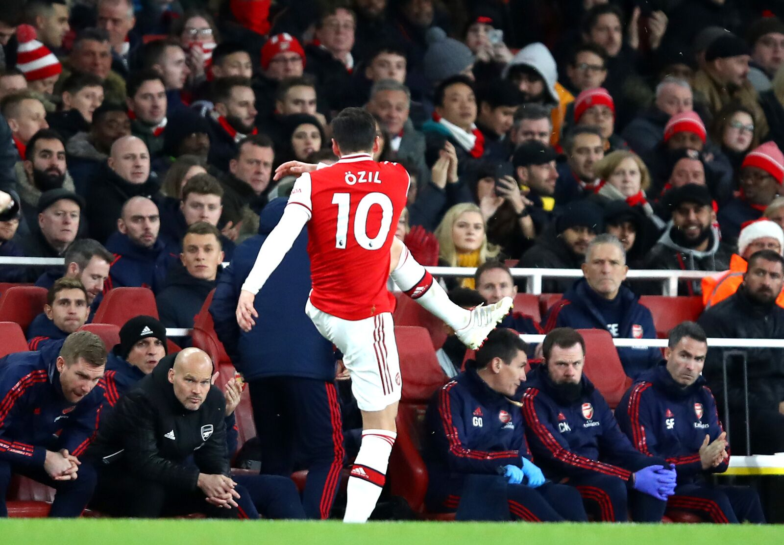 Arsenal and Mesut Ozil: Learning from contract calamity