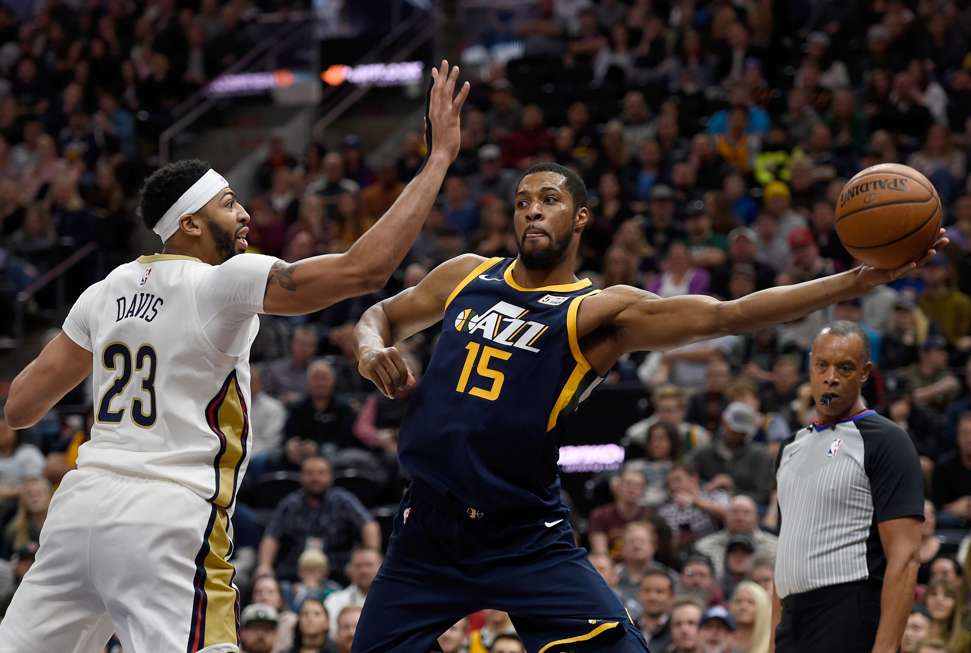 Derrick Favors Shows Savvy During New Orleans Pelicans Introductions