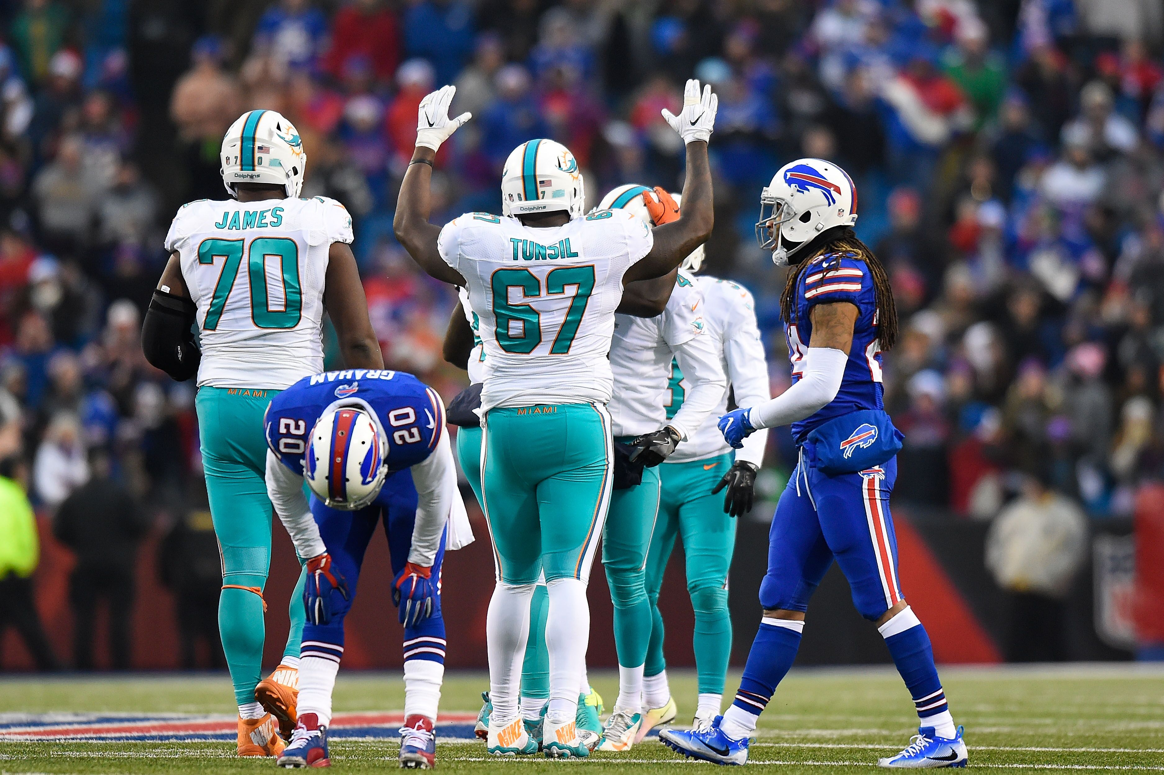 Miami Dolphins' Laremy Tunsil out of concussion protocol just in time