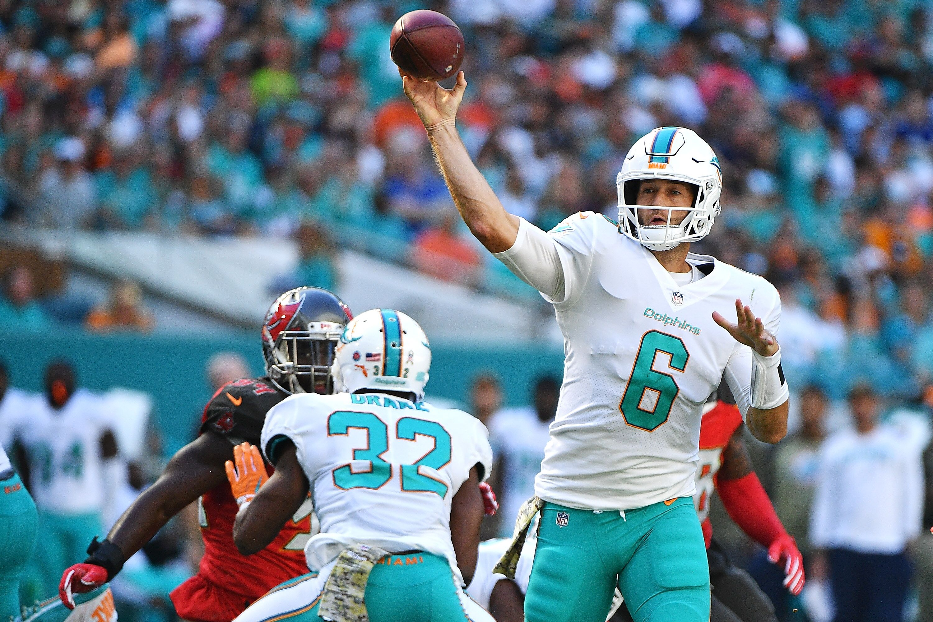 Miami Dolphins apparently thinking about a Jay Cutler return in 2018