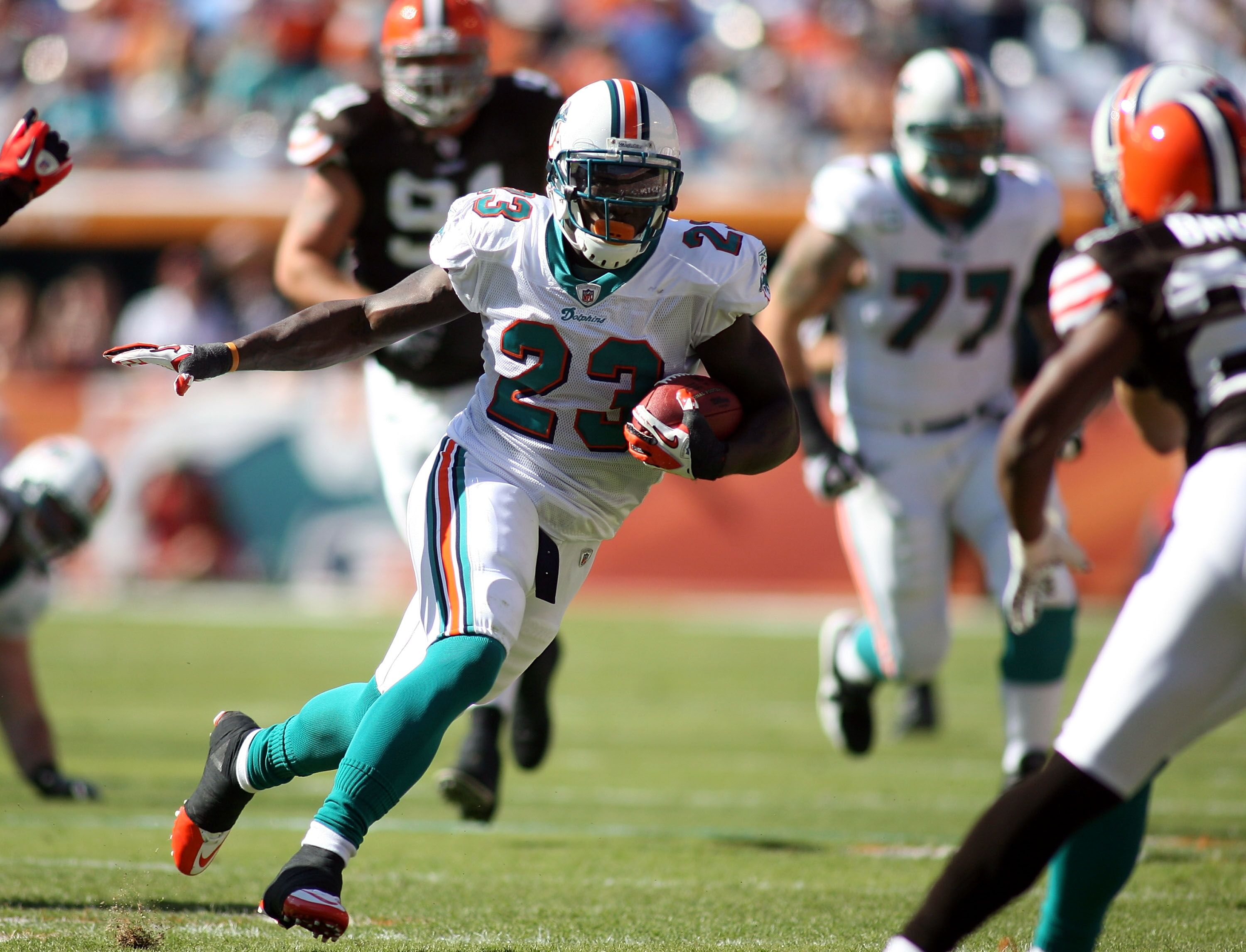 107340576-cleveland-browns-v-miami-dolphins.jpg